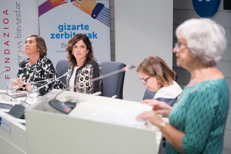 """Artolazabal: """"Euskadi es referente en el impulso del envejecimiento activo gracias a nuestro Sistema de Servicios Sociales, pionero en el empoderamiento de las personas mayores"""""""