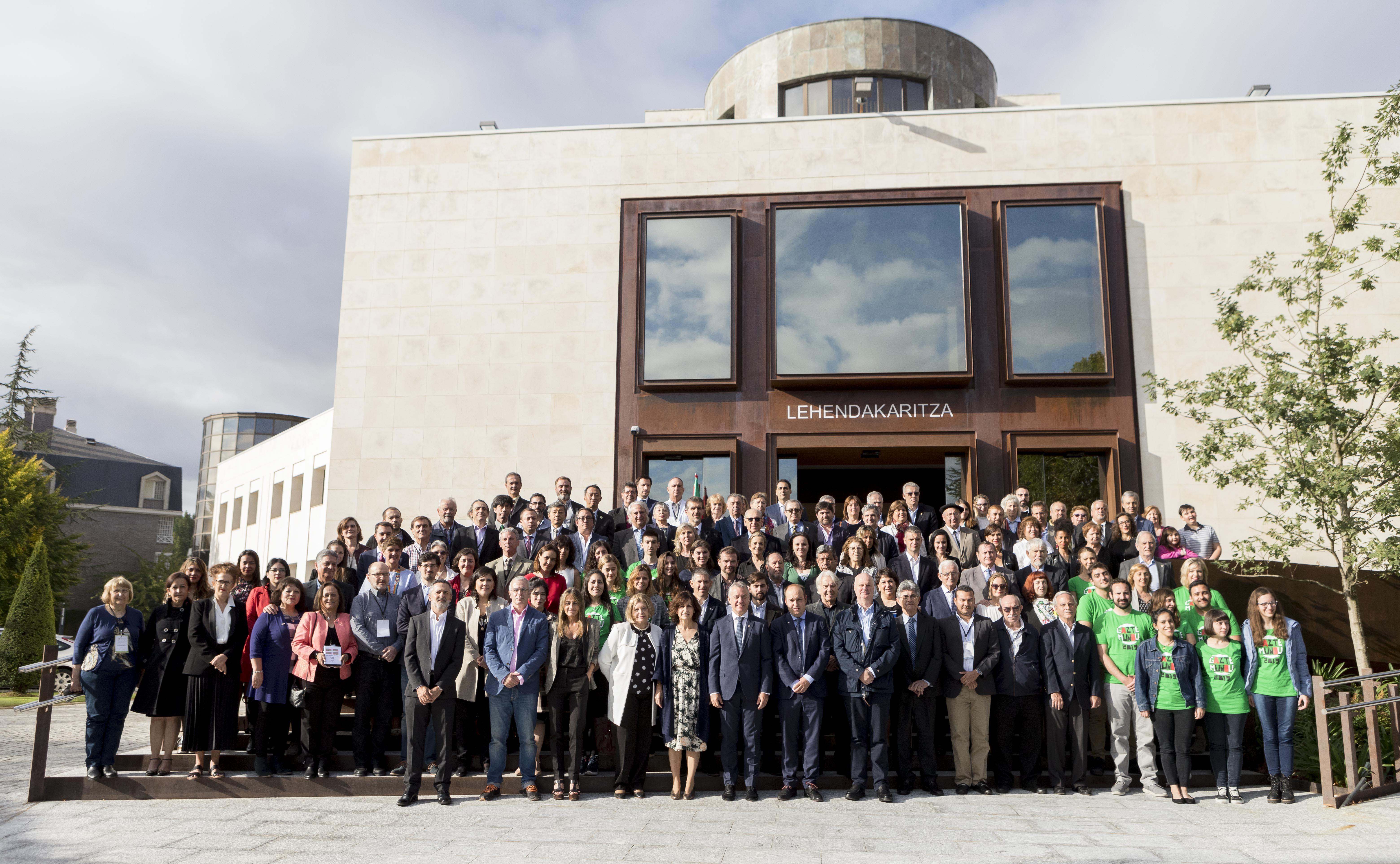 El Lehendakari clausura el VII Congreso Mundial de Colectividades Vascas
