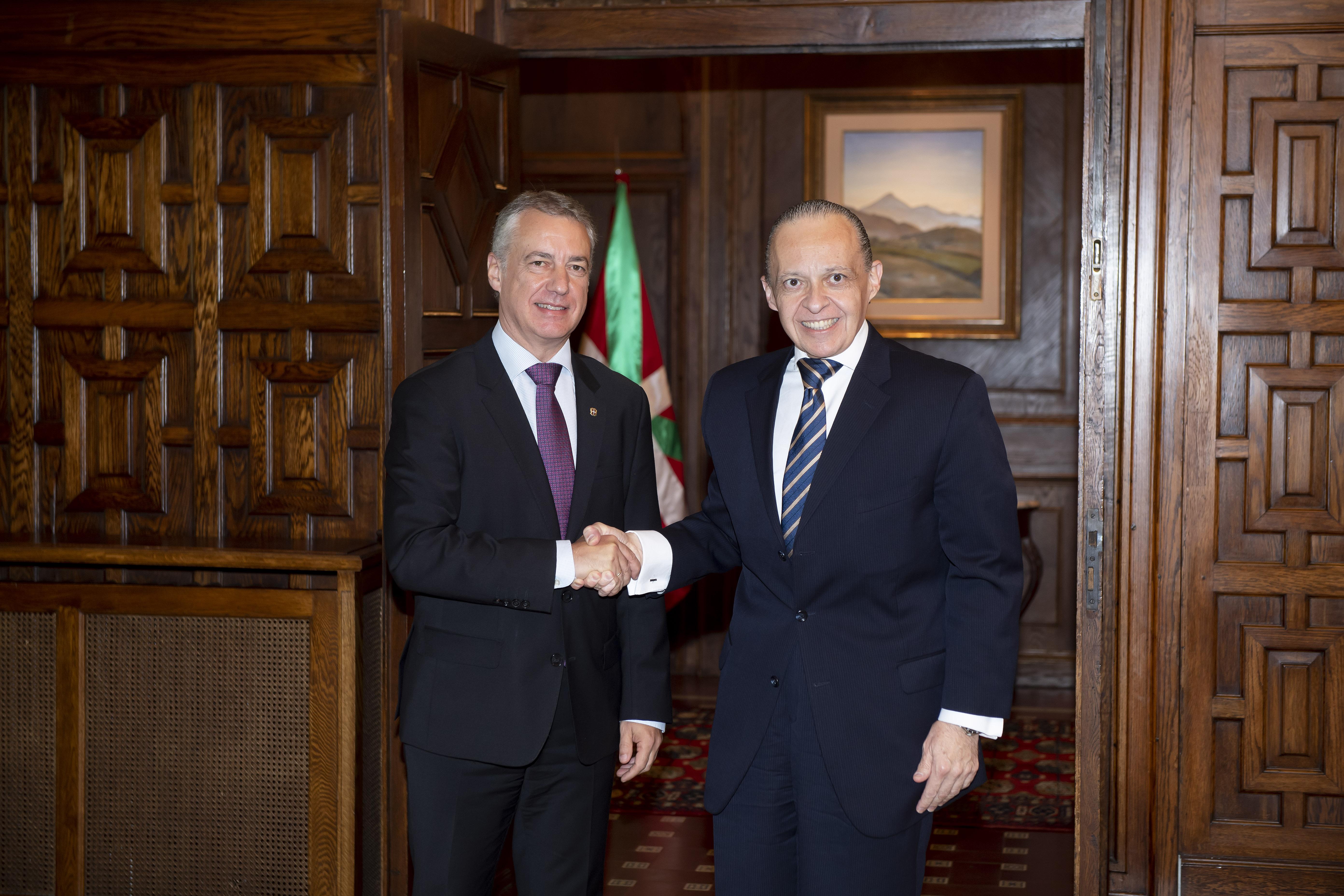 El Lehendakarirecibe al Embajador de Brasil