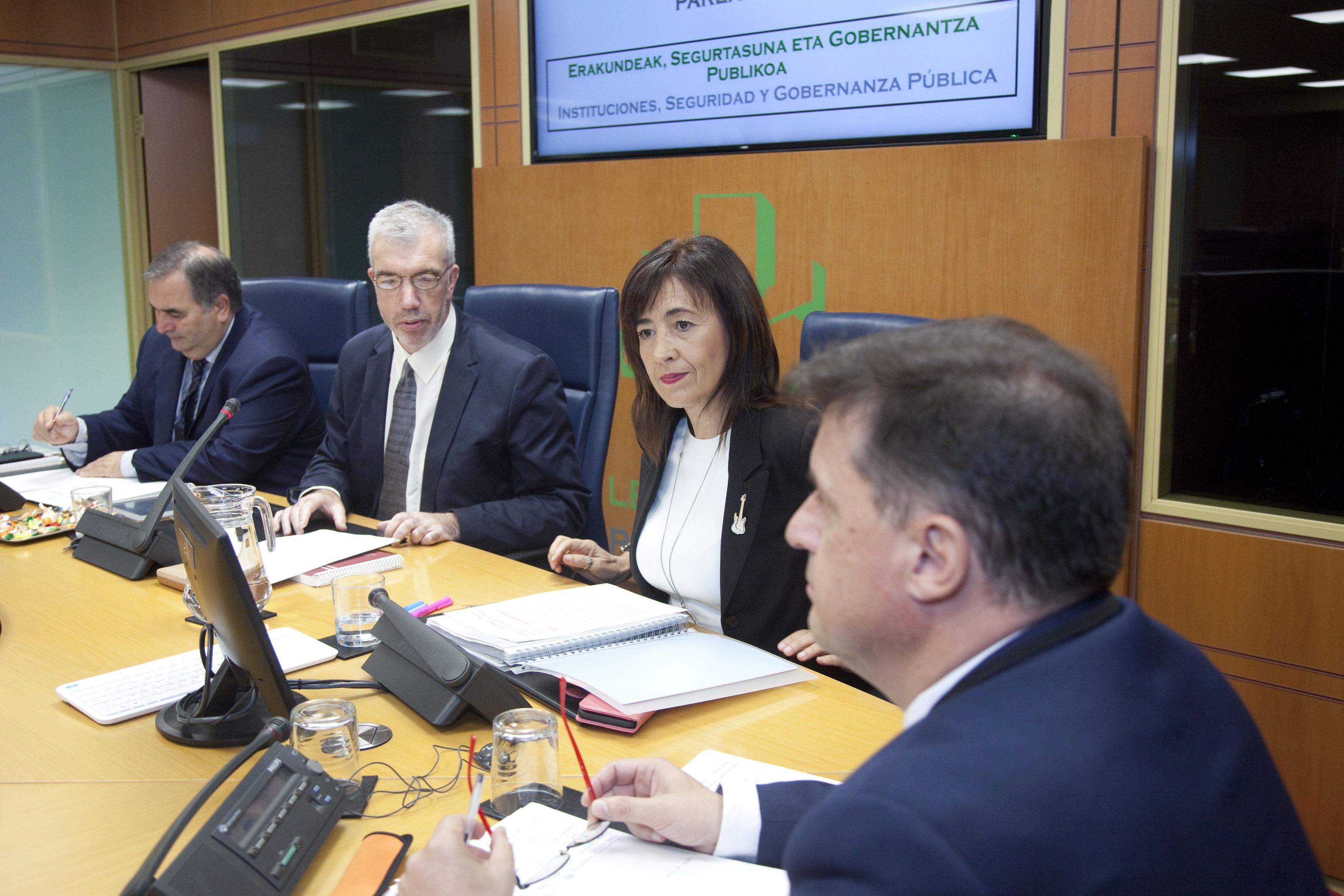Comparecencia de Zearreta y Garamendi en la Comisión de Instituciones, Seguridad y Gobernanza Pública del Parlamento Vasco