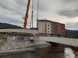 Zallako el charco zubi berriaren habeak jartzen 2   colocaci n de las vigas del nuevo puente del charco en zalla 2