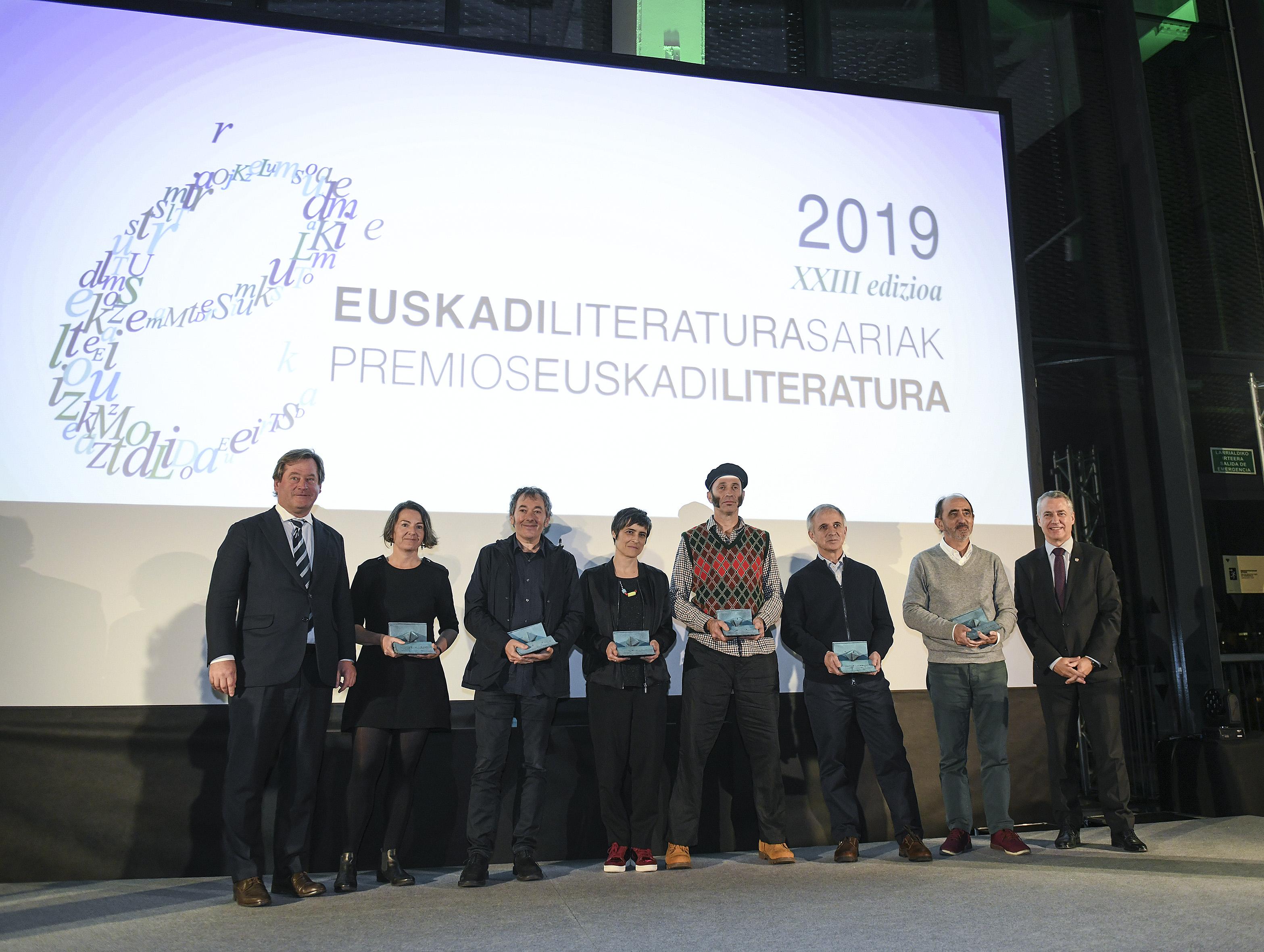 El Lehendakari Iñigo Urkullu ha entregado hoy en Tabakalera los Premios Euskadi de Literatura y ha reivindicado la importancia de la literatura y la lectura