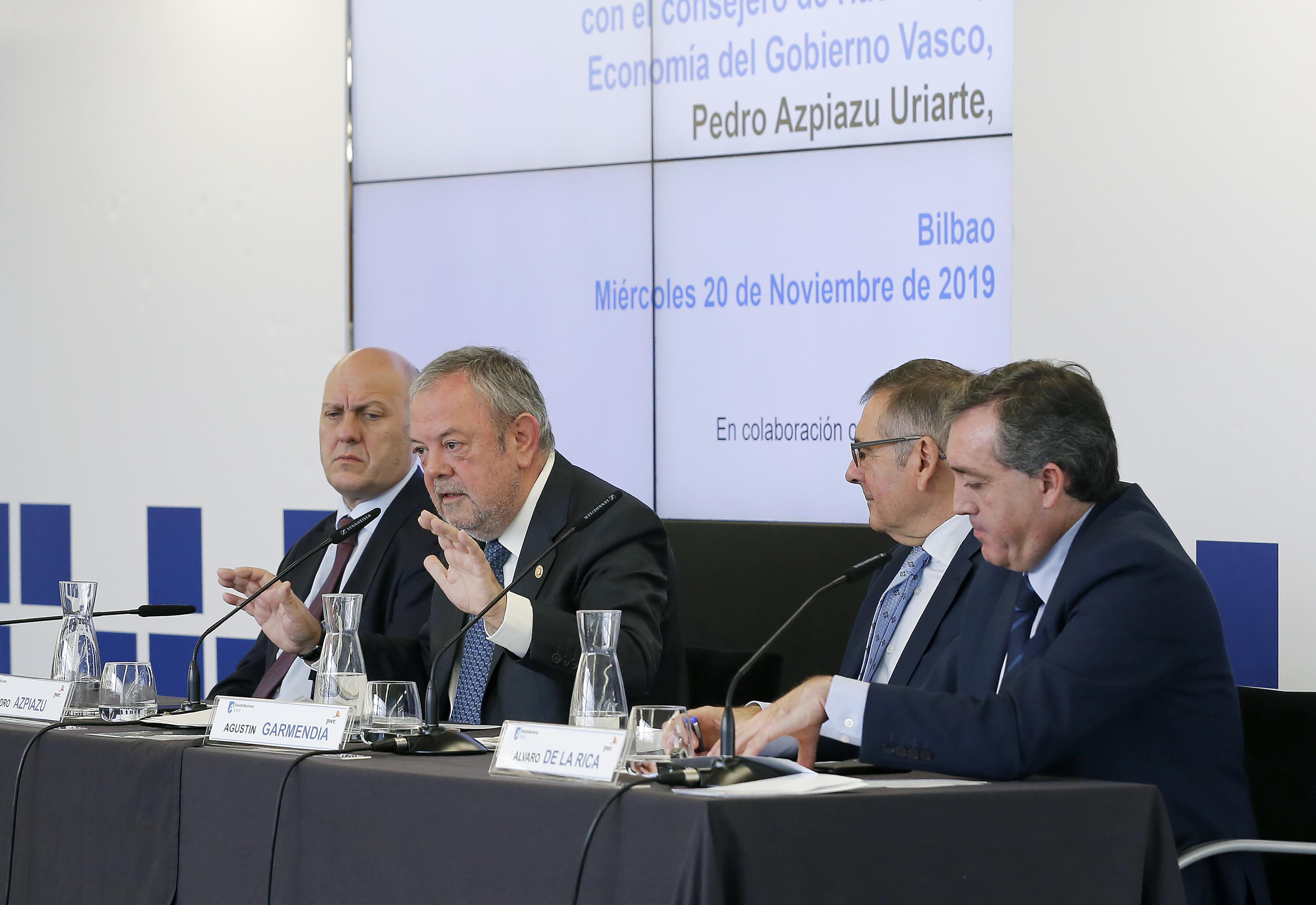 """Conferencia del Consejero Pedro Azpiazu """"Mirada económica al presente y futuro de Euskadi"""" en el encuentro de Deusto Business  Alumni"""