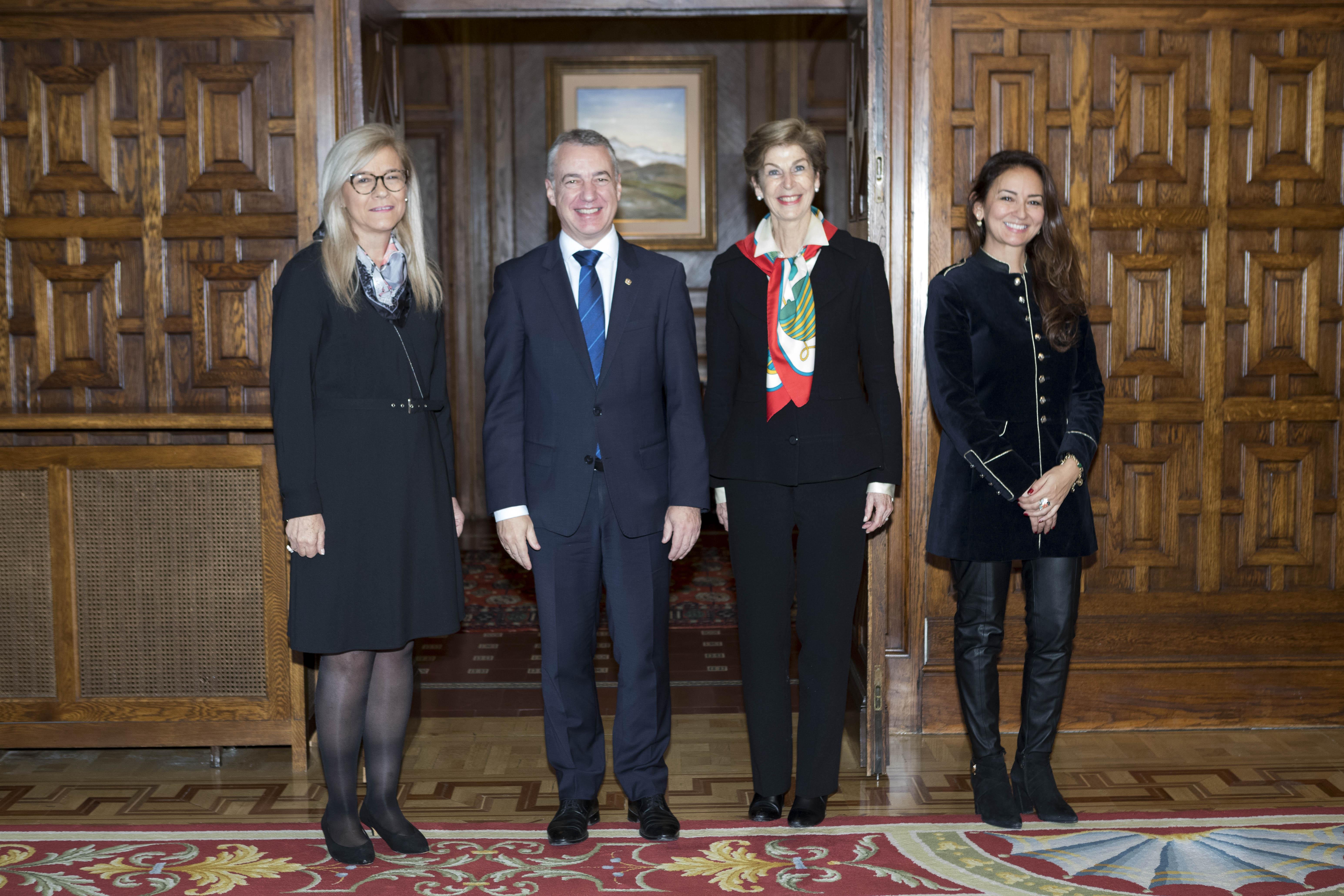 El Lehendakari recibe a la Embajadora de Colombia
