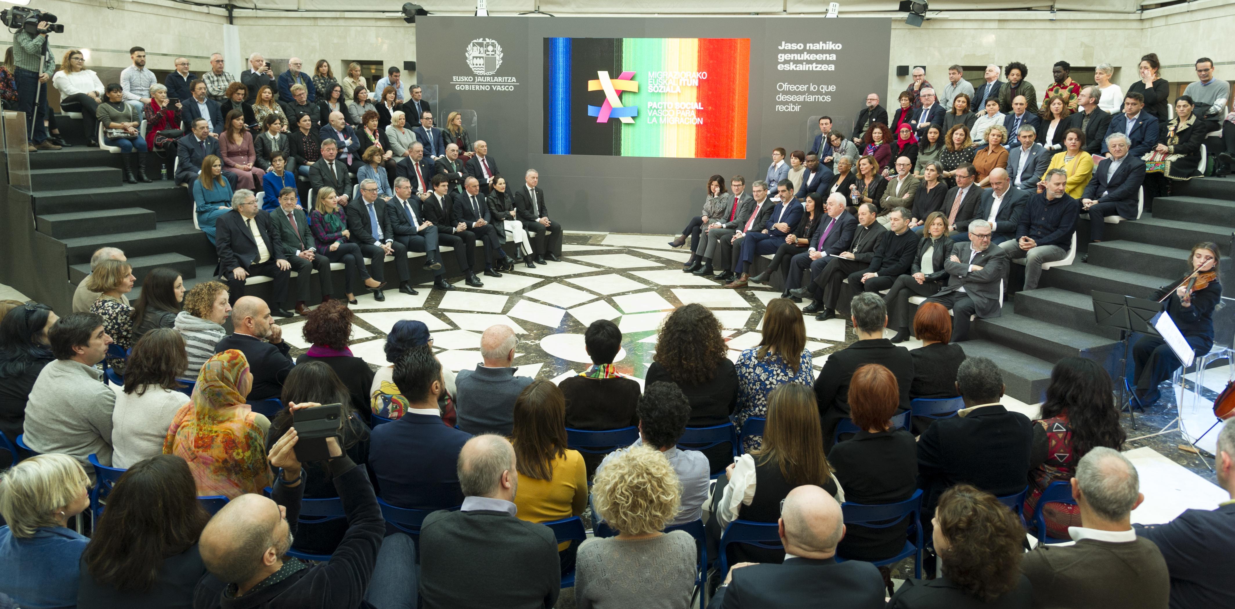 Euskadi consolida un discurso compartido y una imagen de unidad para responder positivamente a los retos migratorios y hacer frente a la demagogia populista