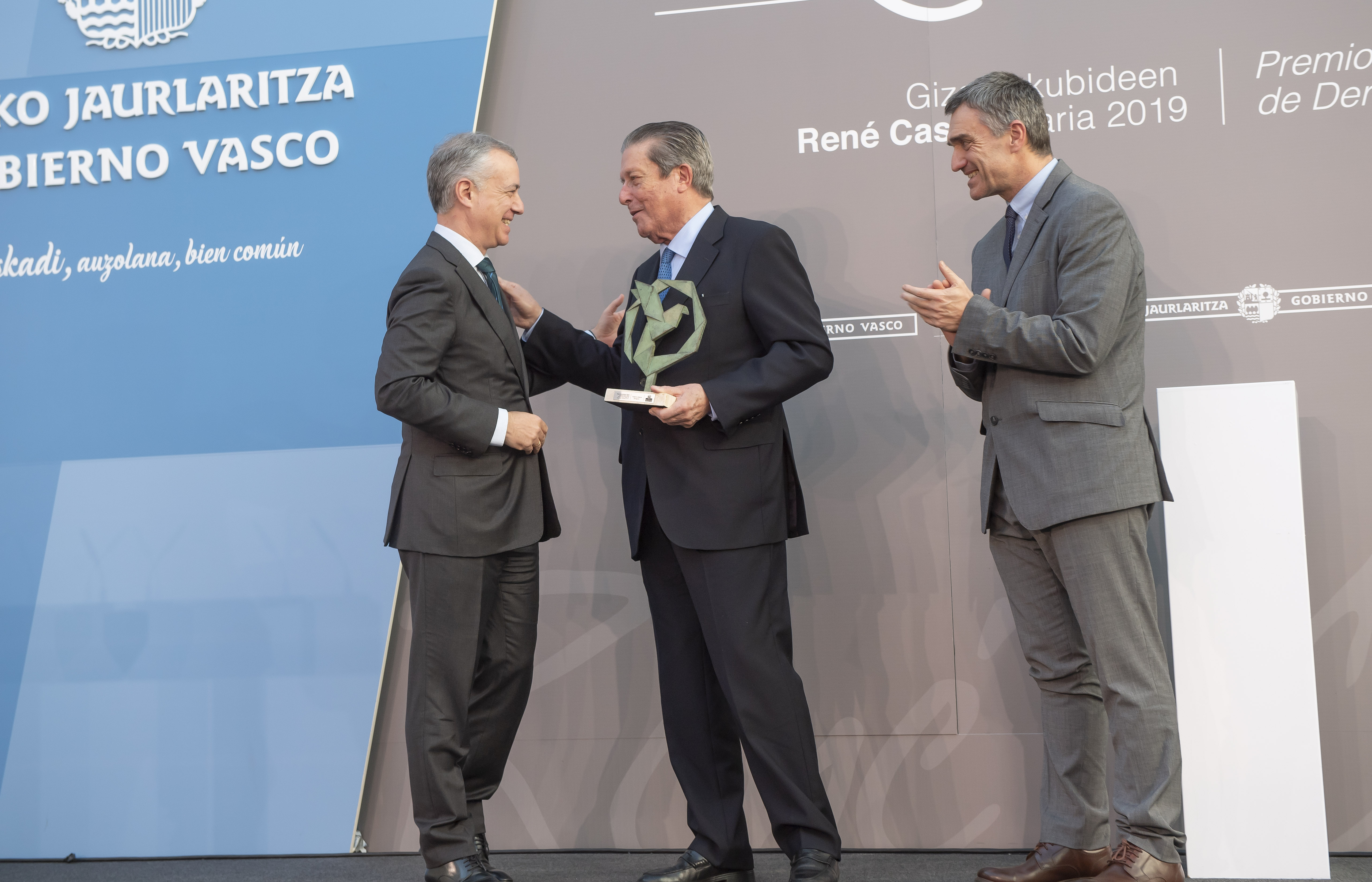 El Lehendakari entrega el Premio René Cassin 2019 a Federico Mayor Zaragoza por su contribución a la Paz, la Educación y los Derechos Humanos