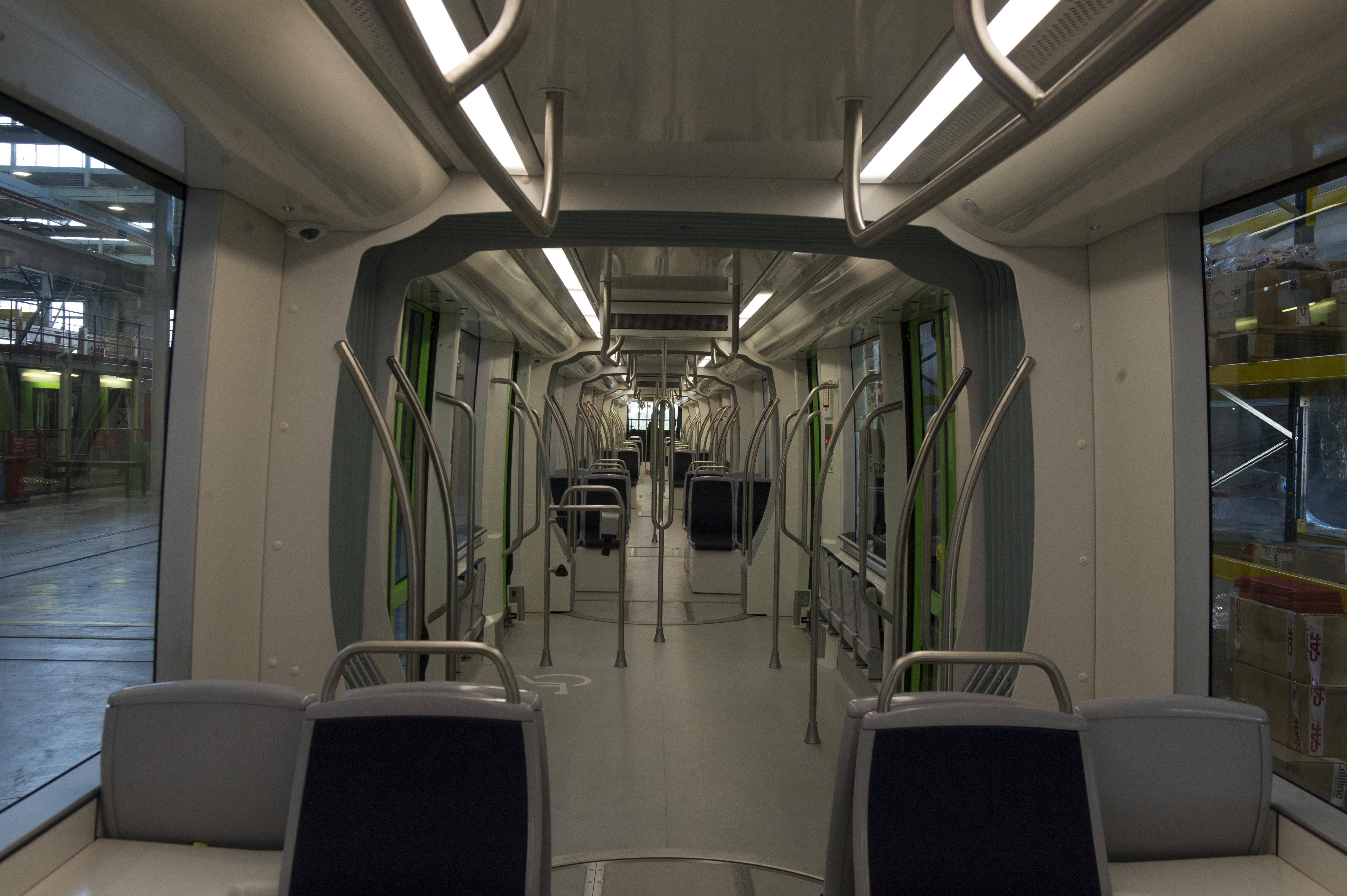 Visita_para_conocer_el_primer_tranv_a_extralargo_de_Vitoria-Gasteiz20191209_3066.jpg