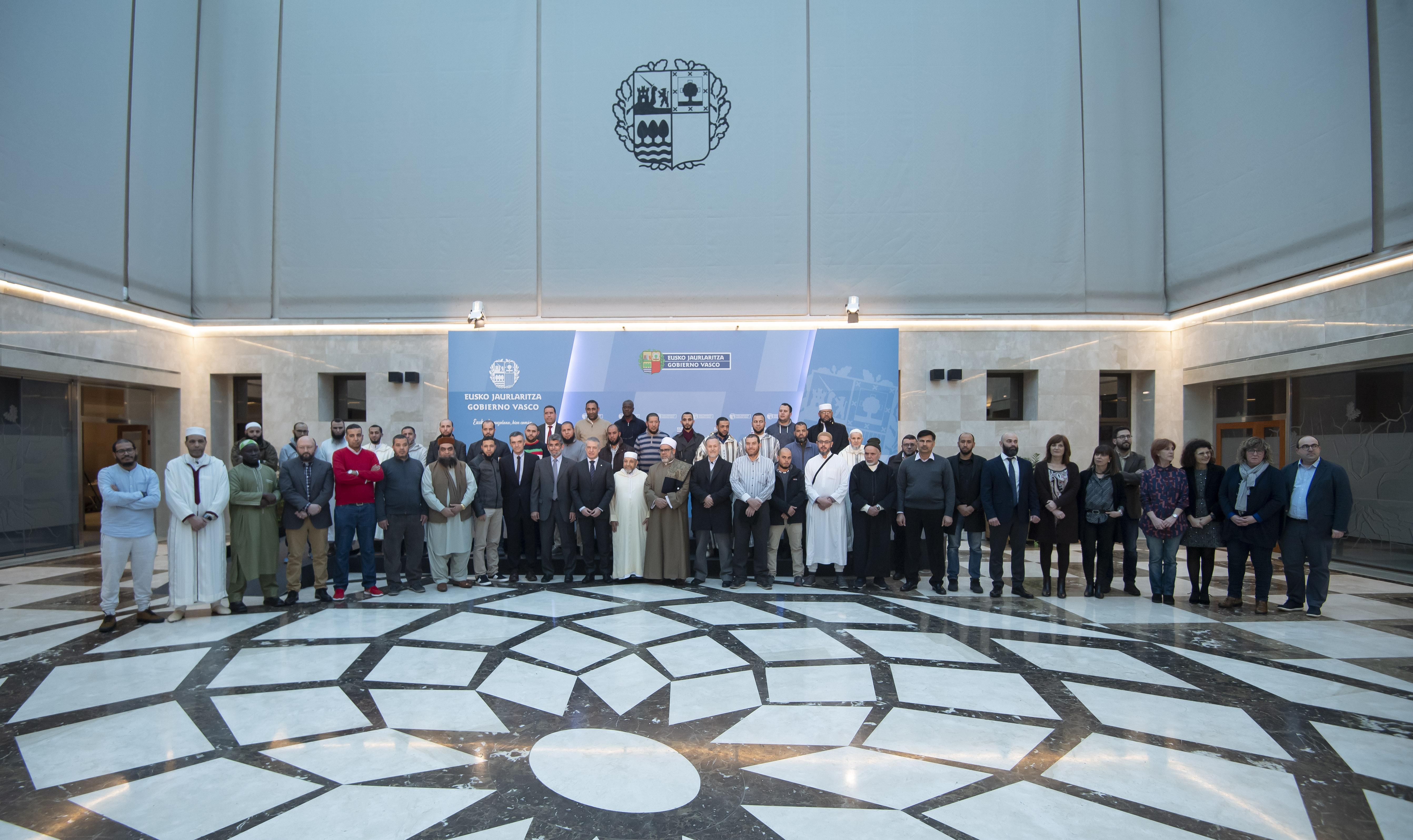 El Lehendakari inaugura la primera reunión de la Comisión ADOS con Imames de las Mezquitas vascas [7:29]