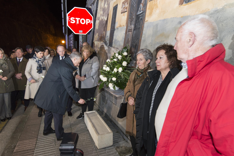 El Lehendakariasiste al acto conmemorativo del 40 aniversario del atentado del bar Aldana de Alonsotegi