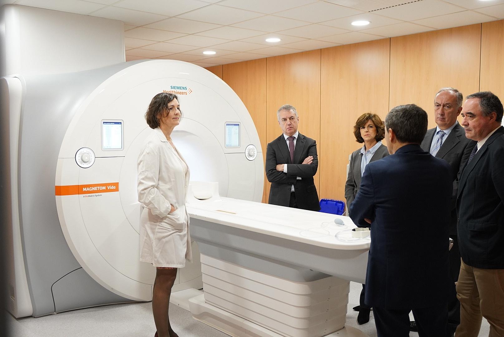 El Lehendakari visita un nuevo equipo de resonancia magnética en la OSI Donostialdea, el primero de estas características en Gipuzkoa