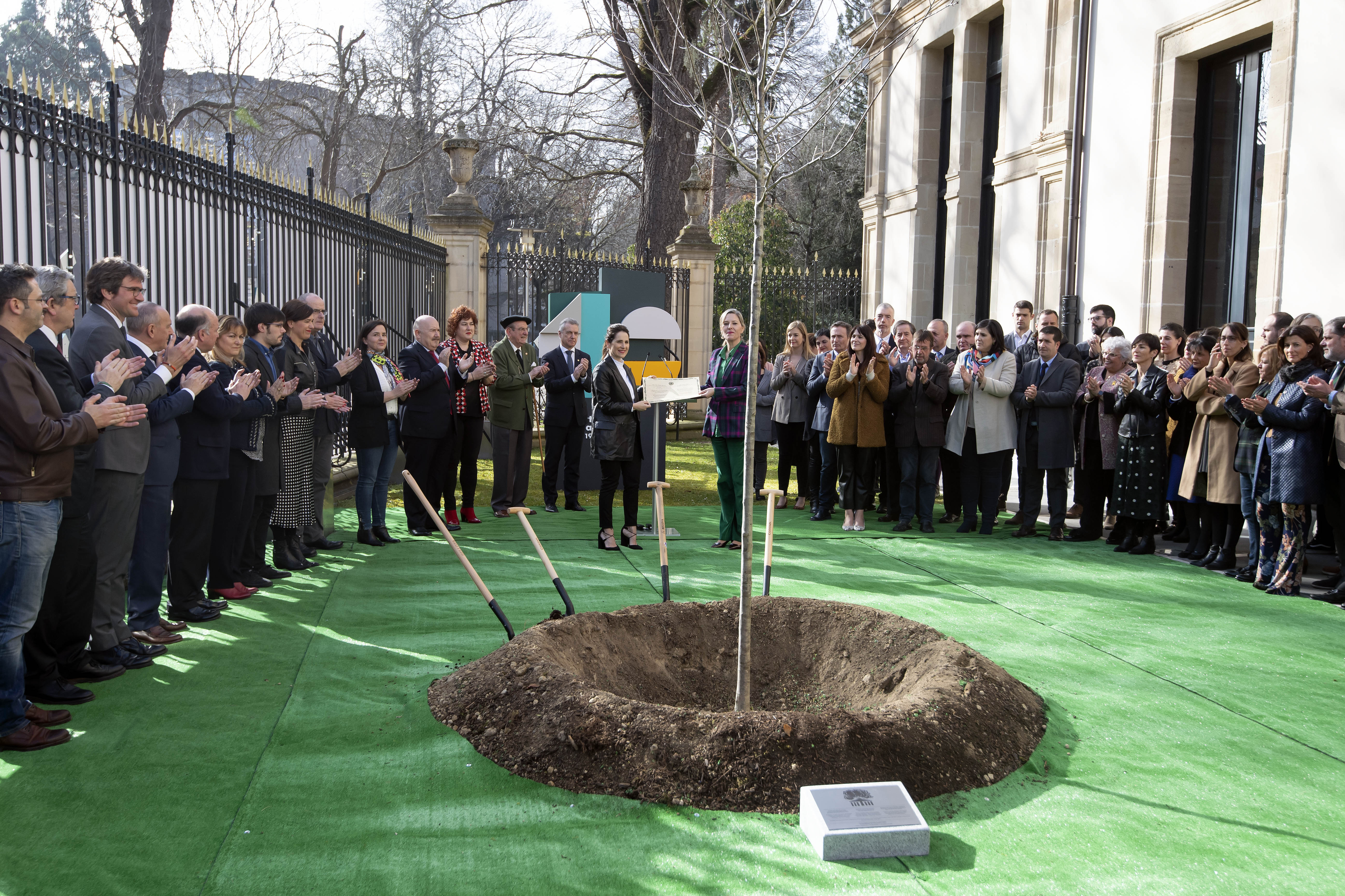 2020_02_03_lhk_arbol_gernika_parlamento_02.jpg