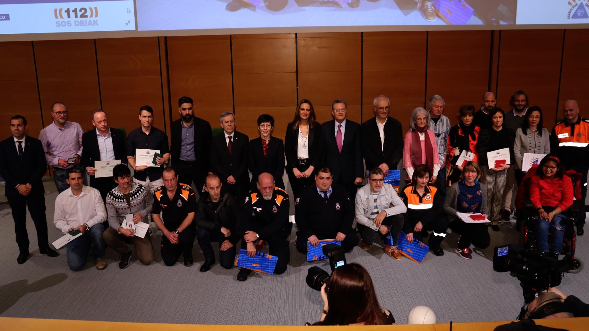 Seguridad otorga a título póstumo las medallas al Mérito en Emergencias a los 7 tripulantes del helicóptero de la Ertzaintza siniestrado en Asturias en 1987