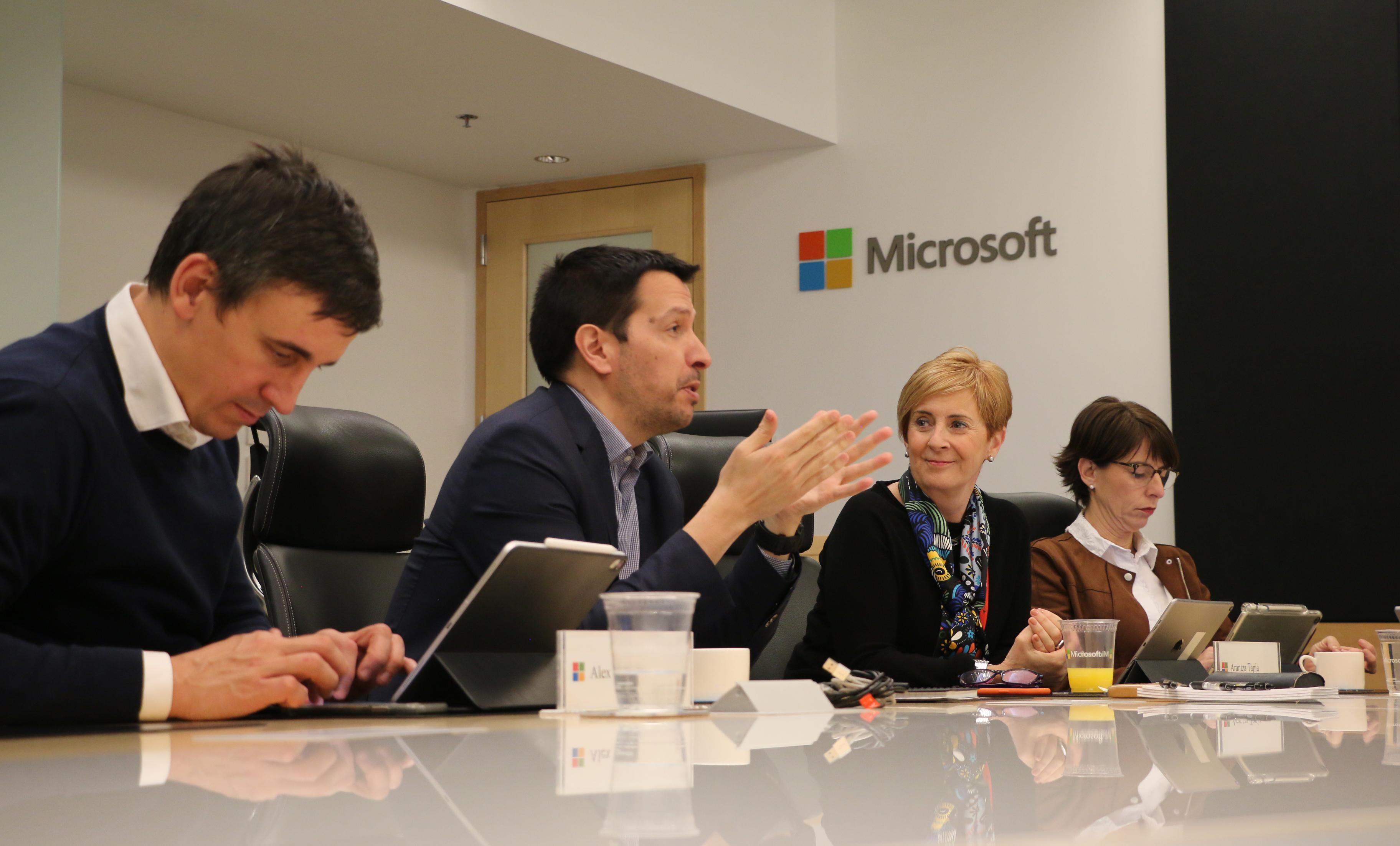 El Gobierno Vasco contrasta en la central mundial de Microsoft en Redmond la futura Estrategia de Inteligencia Artificial de Euskadi [3:21]