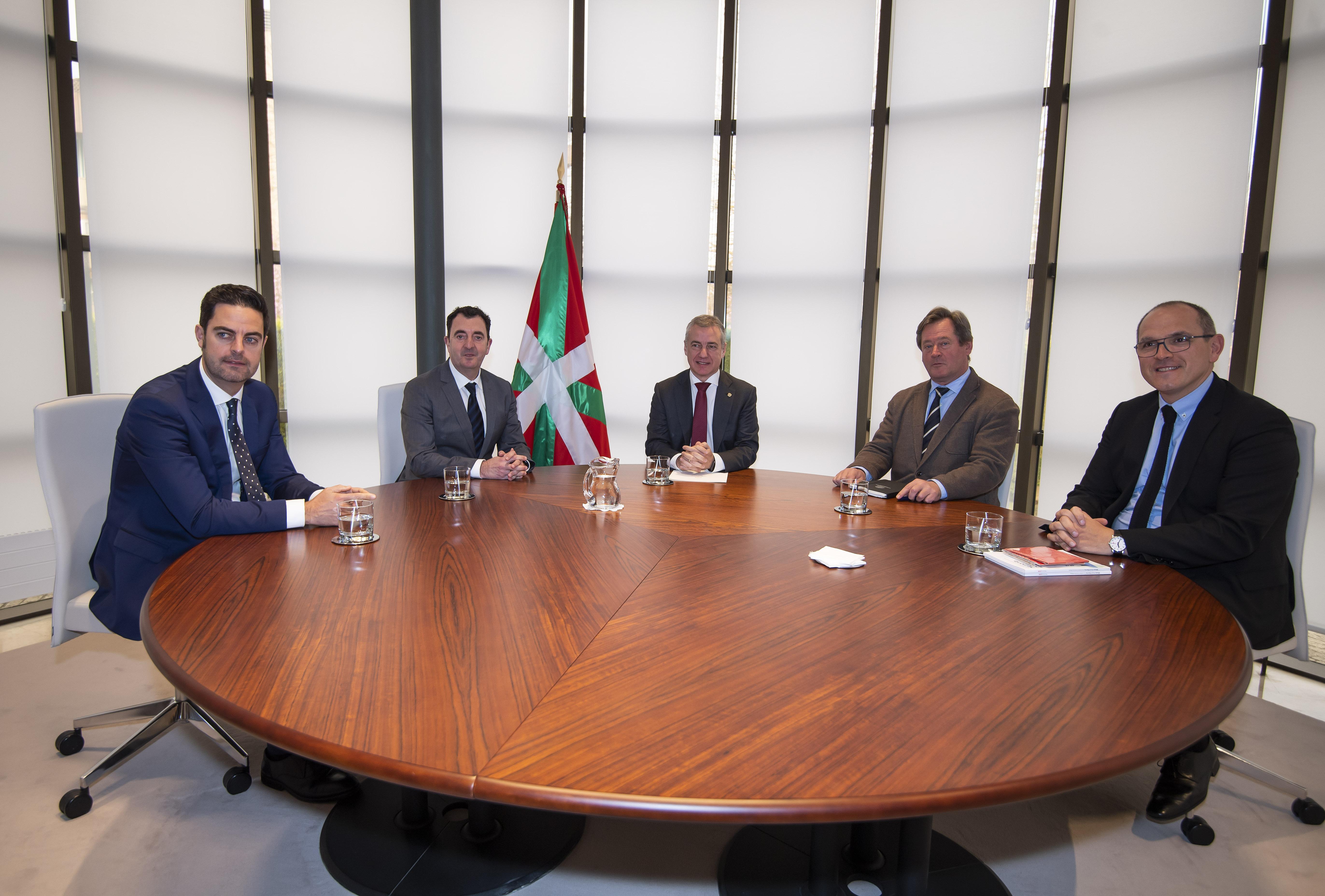 El Lehendakari recibe a responsables de la Sociedad Coral de Bilbao [0:33]