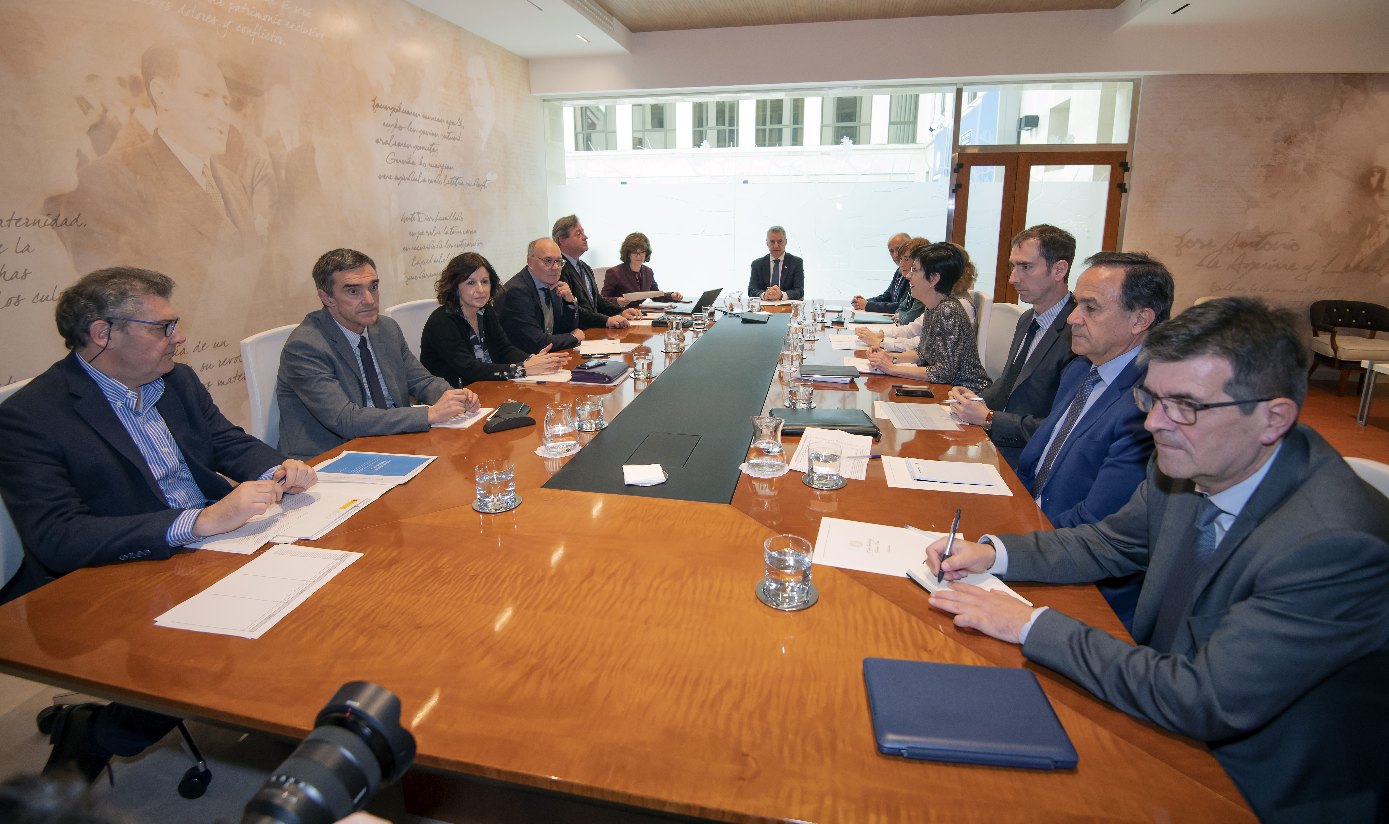 El Lehendakari preside la mesa de coordinación para la actuación concertada del Gobierno Vasco ante el coronavirus