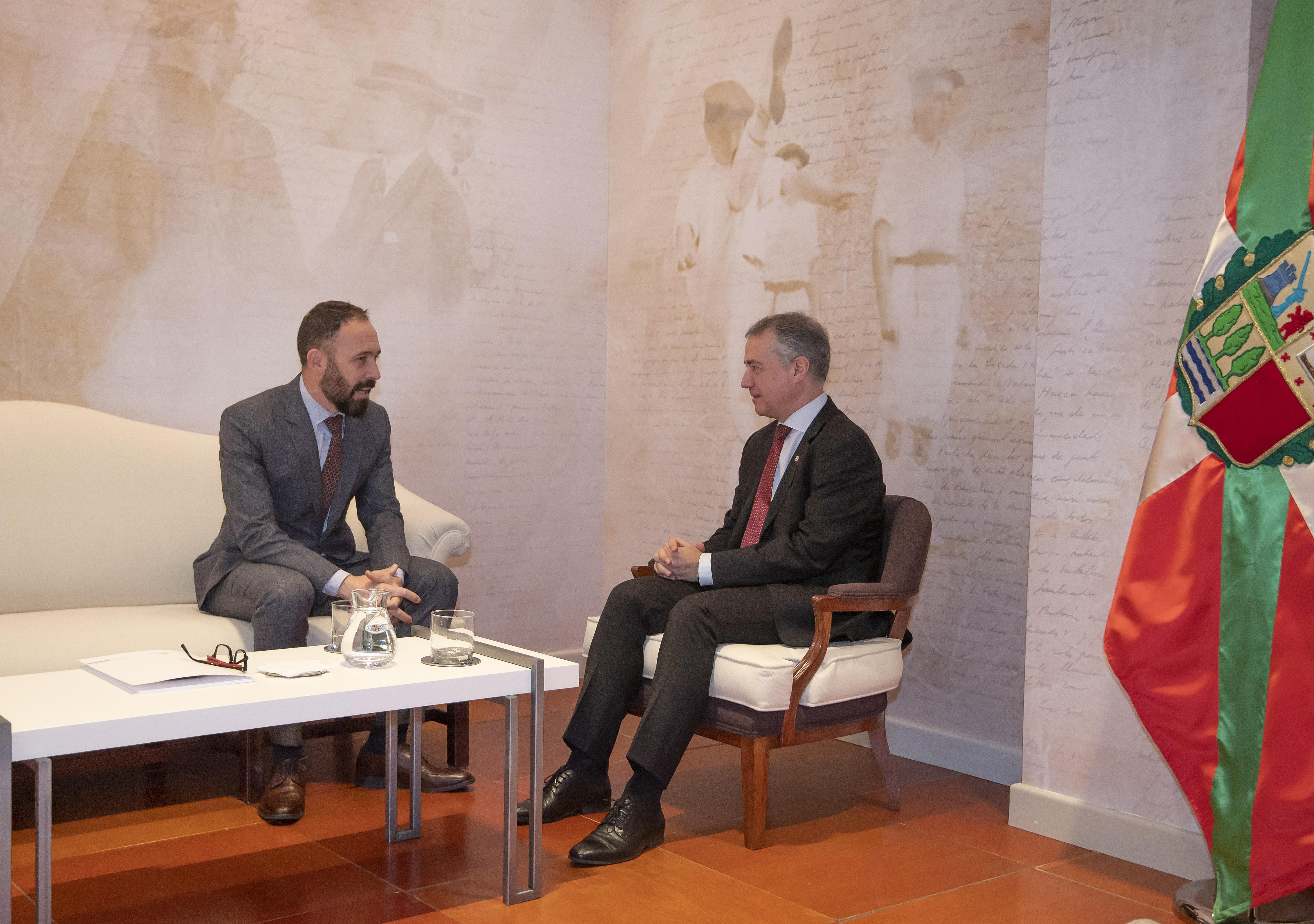 El Lehendakari recibe al nuevo Delegado del Gobierno español en Euskadi, Denis Itxaso