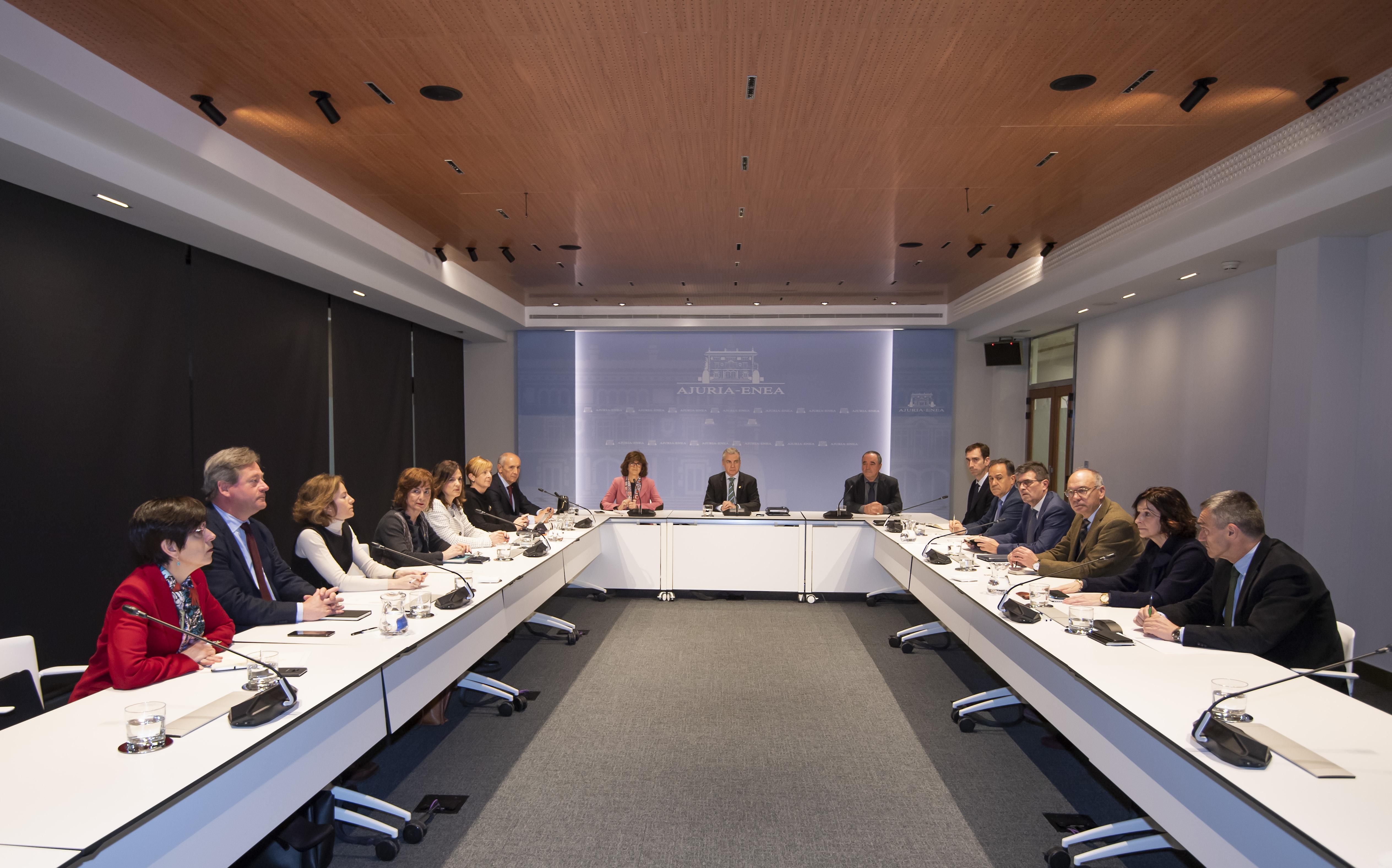 El Lehendakaripreside la reunión de la Mesa Interdepartamental para afrontar de manera coordinada la actuación del Gobierno Vasco ante el coronavirus