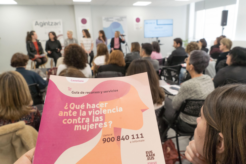 """Beatriz Artolazabal: """"La futura nueva Ley Vasca de Igualdad intensificará el apoyo a las víctimas de violencia machista"""""""