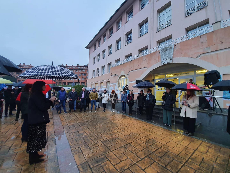 El Gobierno Vasco participa en la concentración de repulsa por el asesinato de dos mujeres en Abanto-Zierbena [1:14]