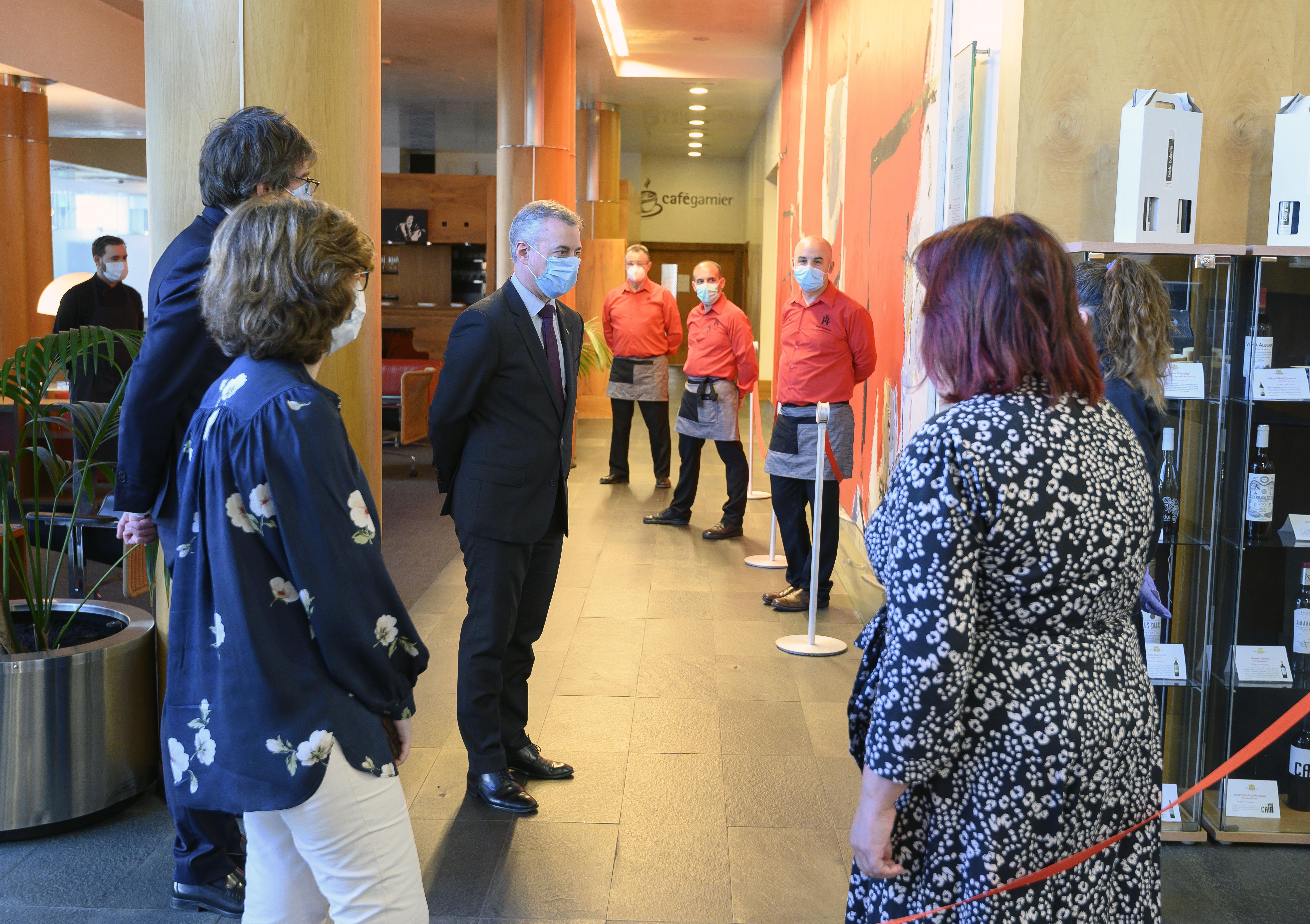 El Lehendakari y la Consejera de Salud Nekane Murga visitan el Gran Hotel Lakua