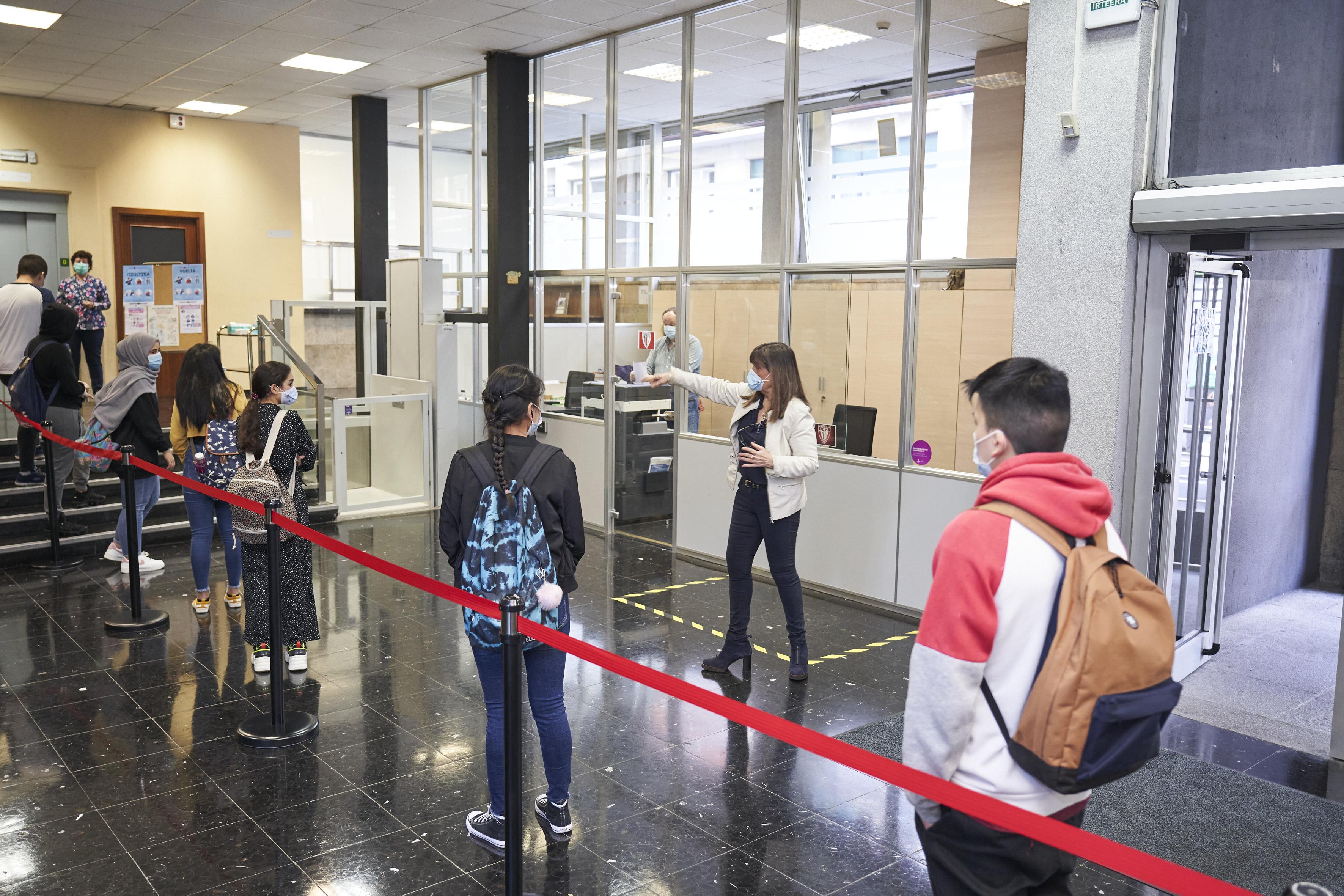 La actividad educativa presencial vuelve a las aulas de manera gradual en los centros que imparten 4º curso de ESO, Bachillerato y Formación Profesional