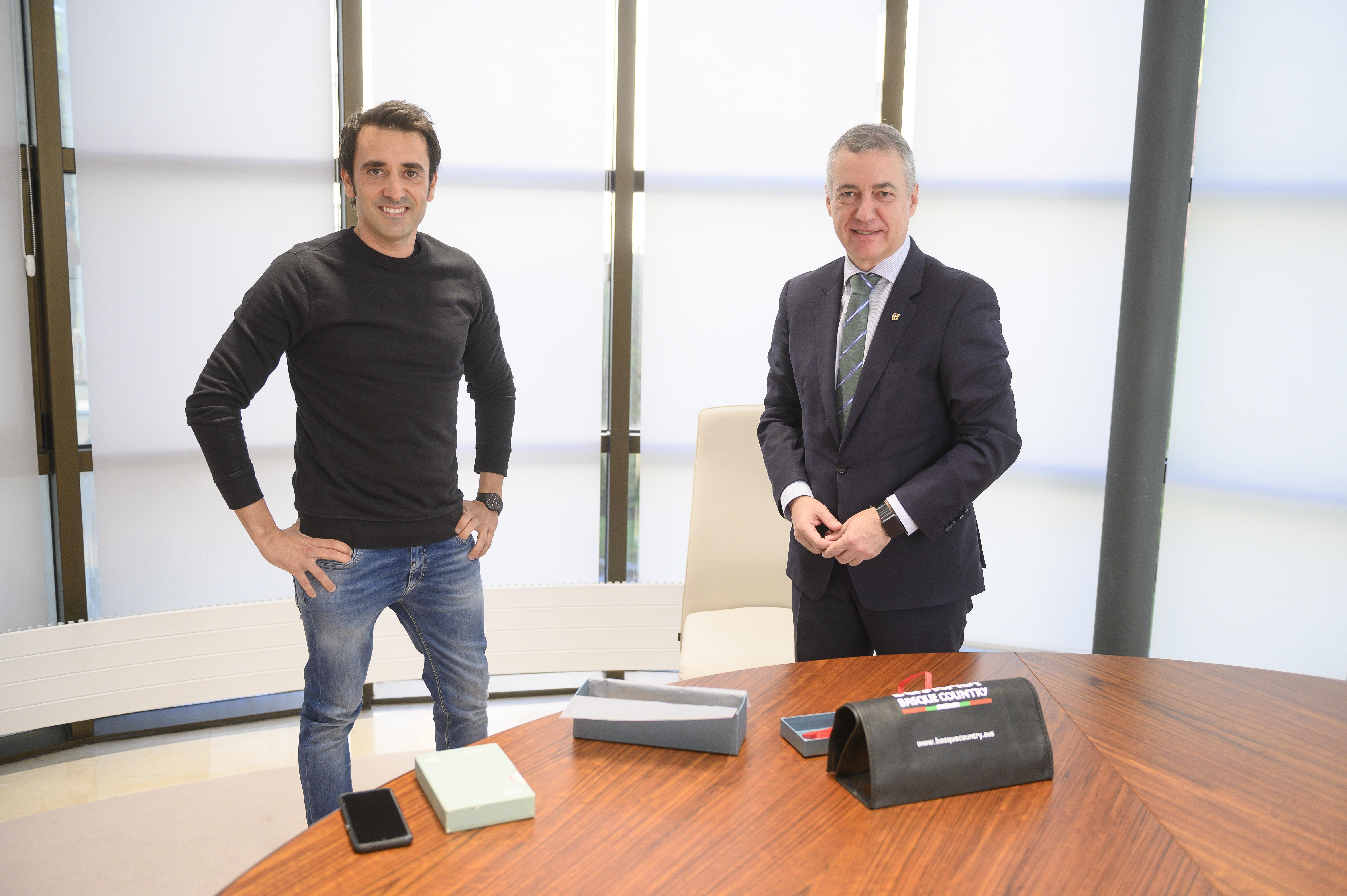 El Lehendakari recibe al emprendor Xabier Uribe-Etxebarria