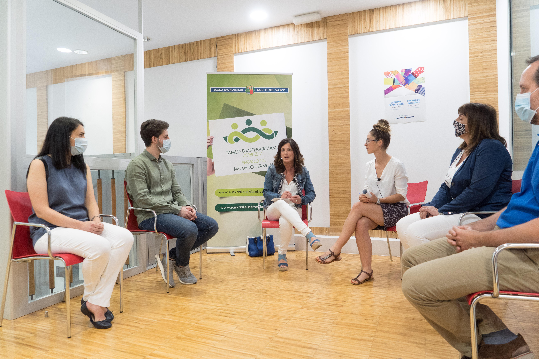 El Servicio Vasco de Mediación Familiar retoma la actividad presencial en Araba, Bizkaia y Gipuzkoa [18:05]