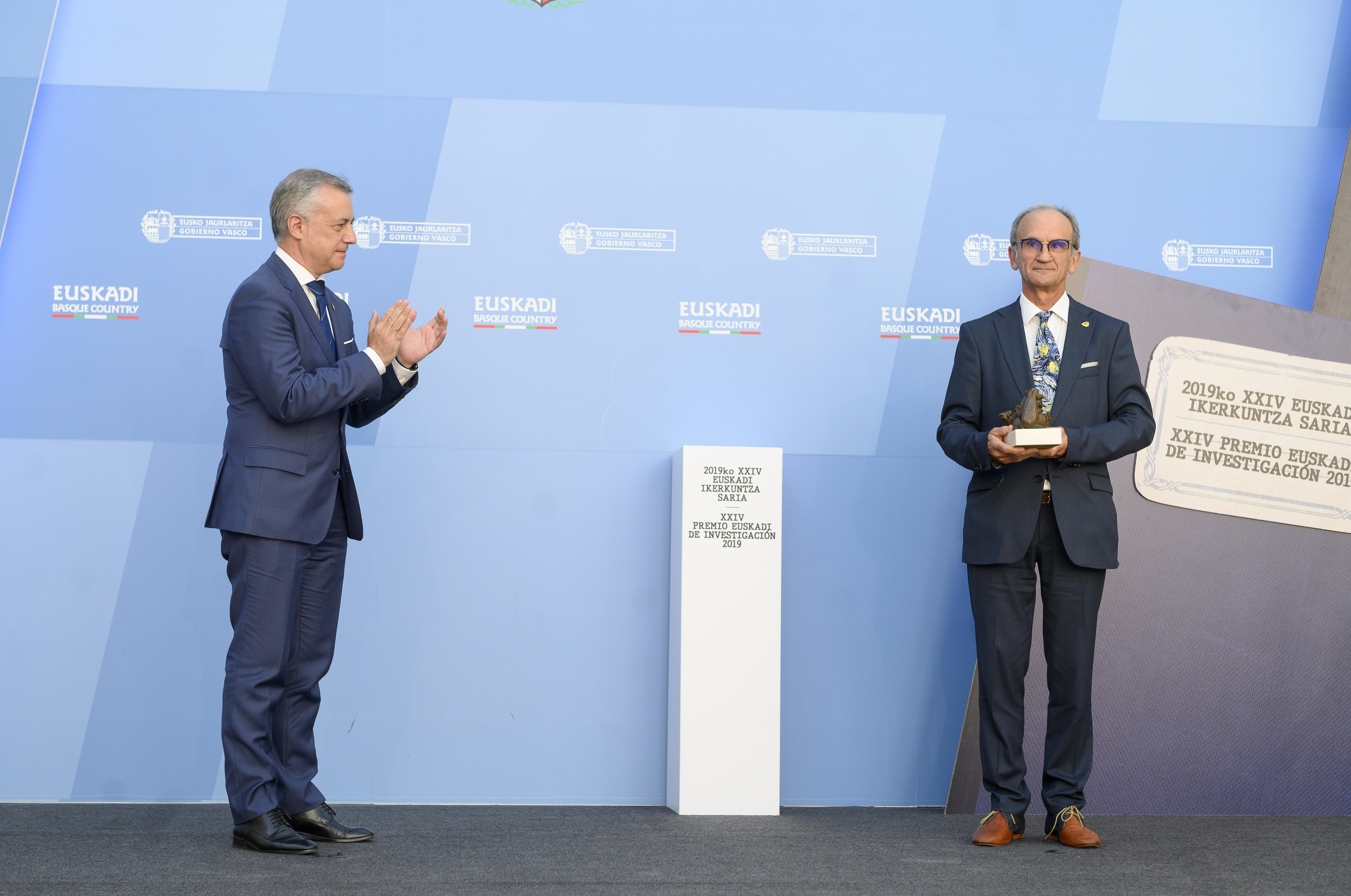 Lehendakariak 2019ko Euskadi Ikerkuntza Saria eman dio Joseba Agirreazkuenaga historialariari