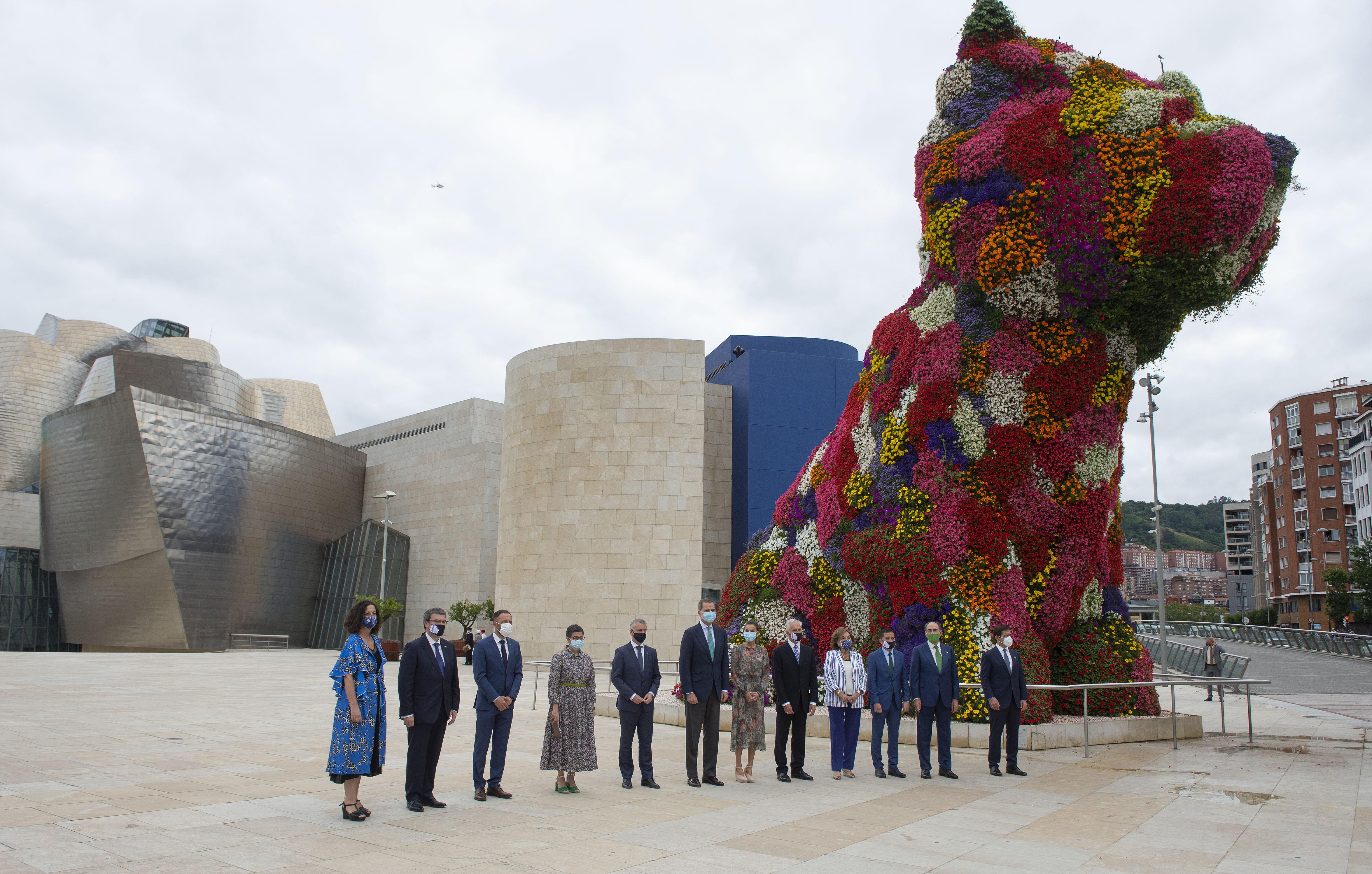 Errege-erreginek eta Lehendakariak Guggenheim Museoa bisitatu dute