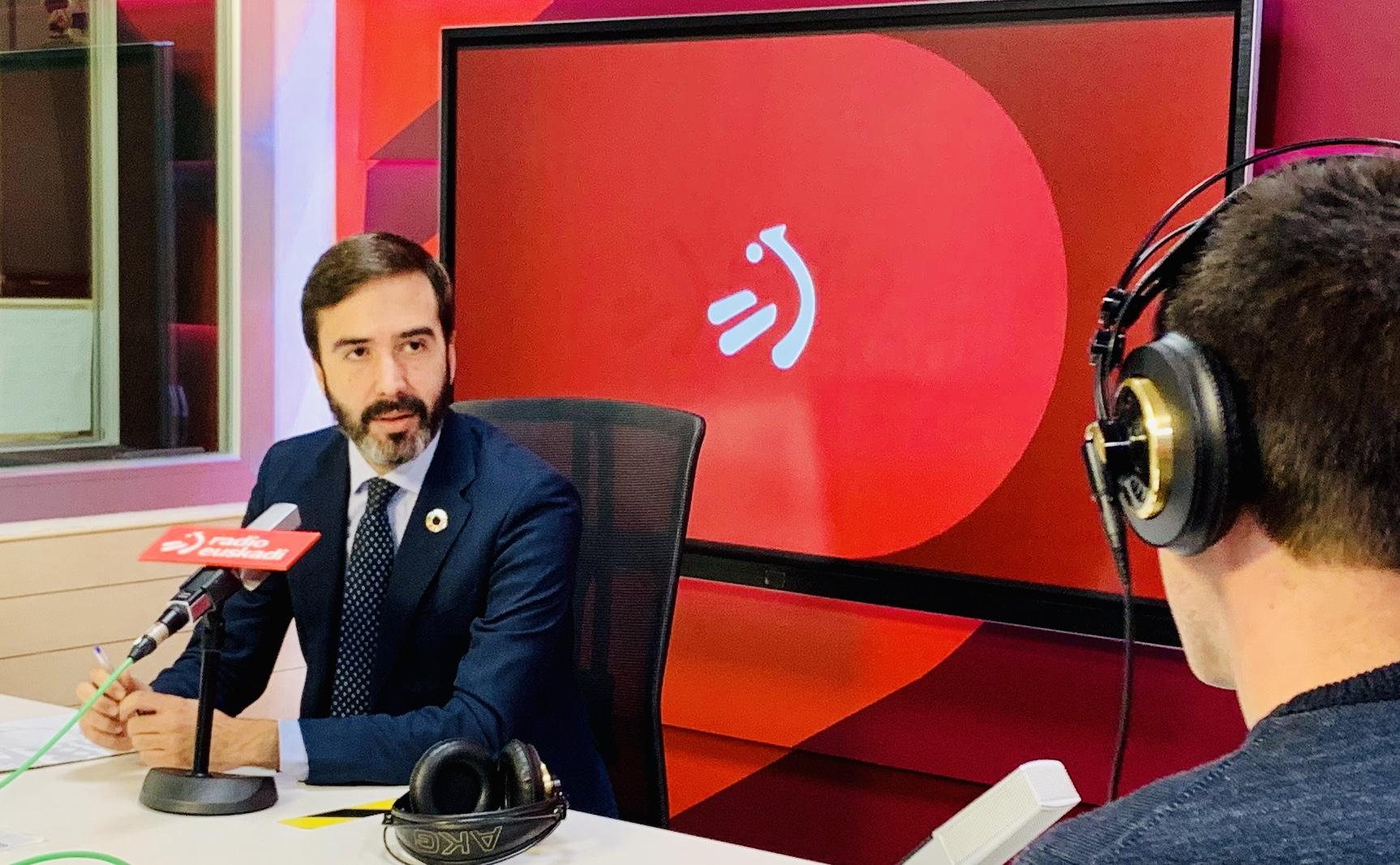 Javier Hurtado Turismo, Merkataritza eta Kontsumoko sailburuari elkarrizketa egin diote Radio Euskadiren Boulevard programan. [0:00]