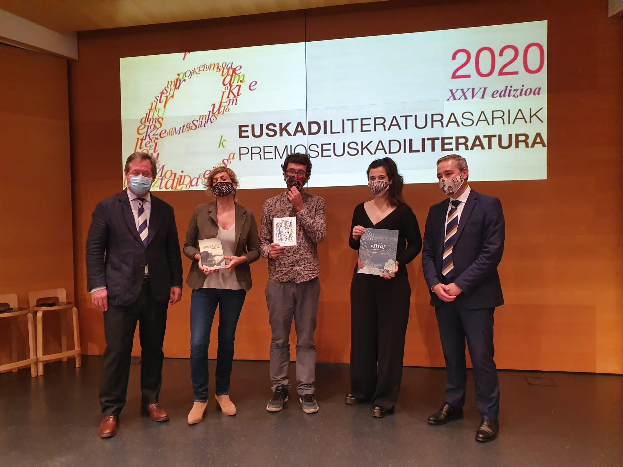 Karmele Jaio Eiguren, Iñigo Astiz Martinez eta Miren Asiain dira 2020ko Euskadi Literatura Sarietako lehenengo hiru irabazleak [0:00]