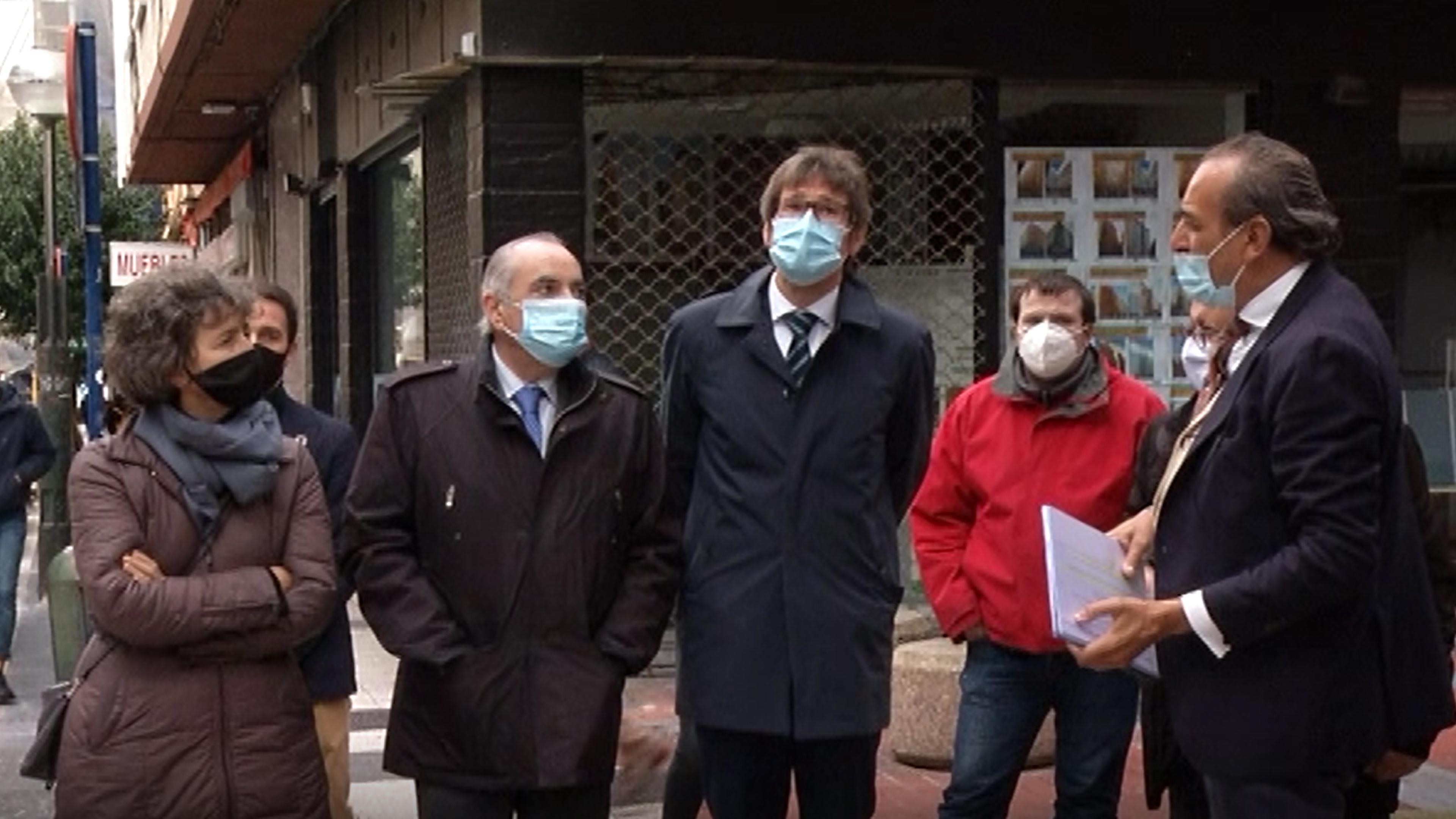 El consejero Arriola y el alcalde de Vitoria-Gasteiz visitan las obras de rehabilitación que VISESA está llevando a cabo en 302 viviendas del barrio de Coronación [0:00]