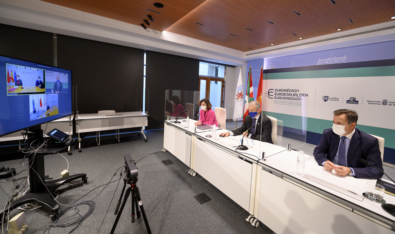 El Lehendakari y los presidentes de Nueva Aquitania y Navarra analizan el impacto de la pandemia en los territorios de la Eurorregión [0:00]