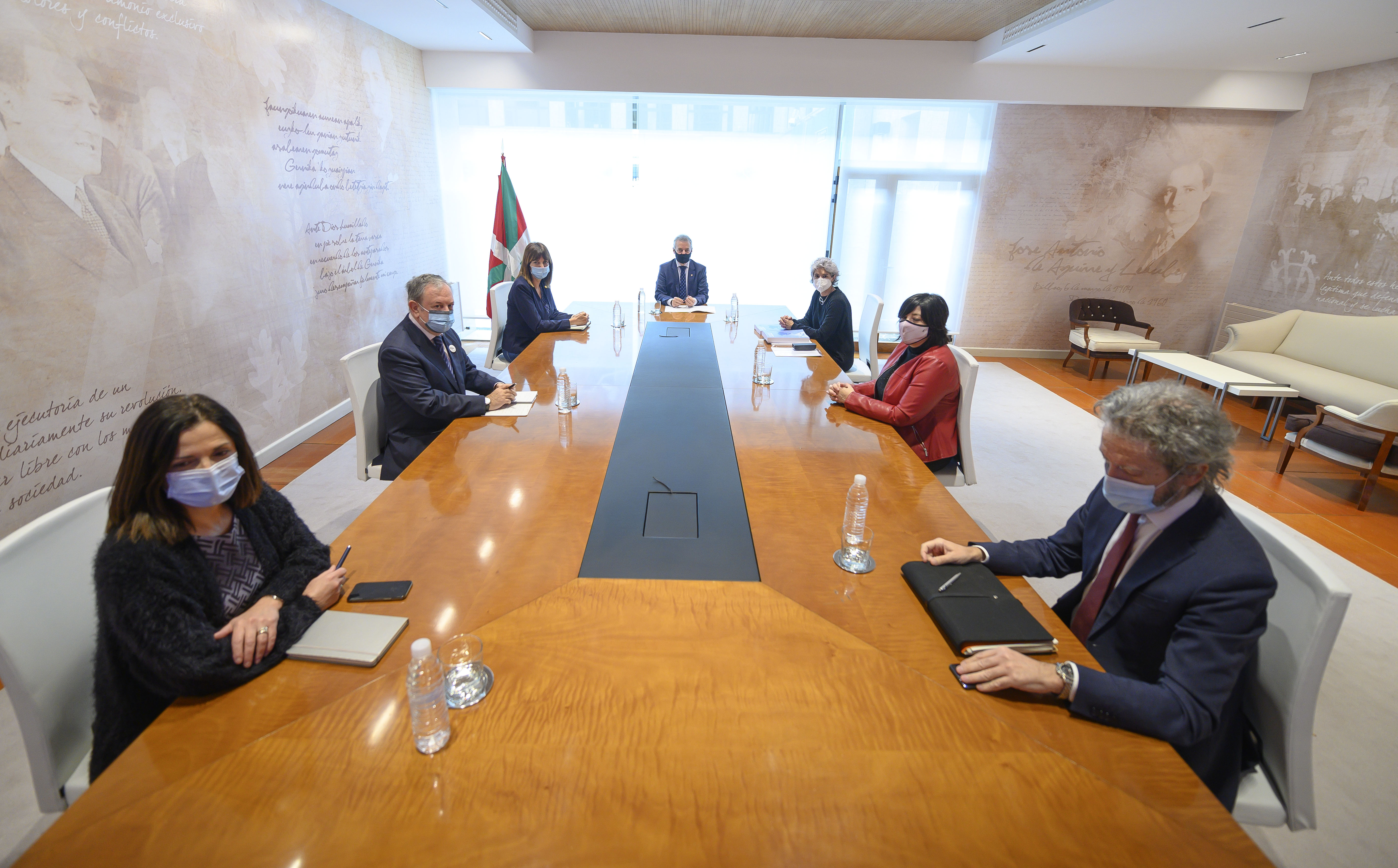 El Lehendakari recibe a responsables del Consejo Económico y Social Vasco-CES [0:49]