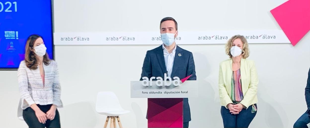 """Consejero Javier Hurtado: """"La sostenibilidad y la digitalización son claves para la recuperación sostenible y eventos como Umbra Light festival nos ayudarán a recuperar la dinamización de las calles""""    [7:36]"""