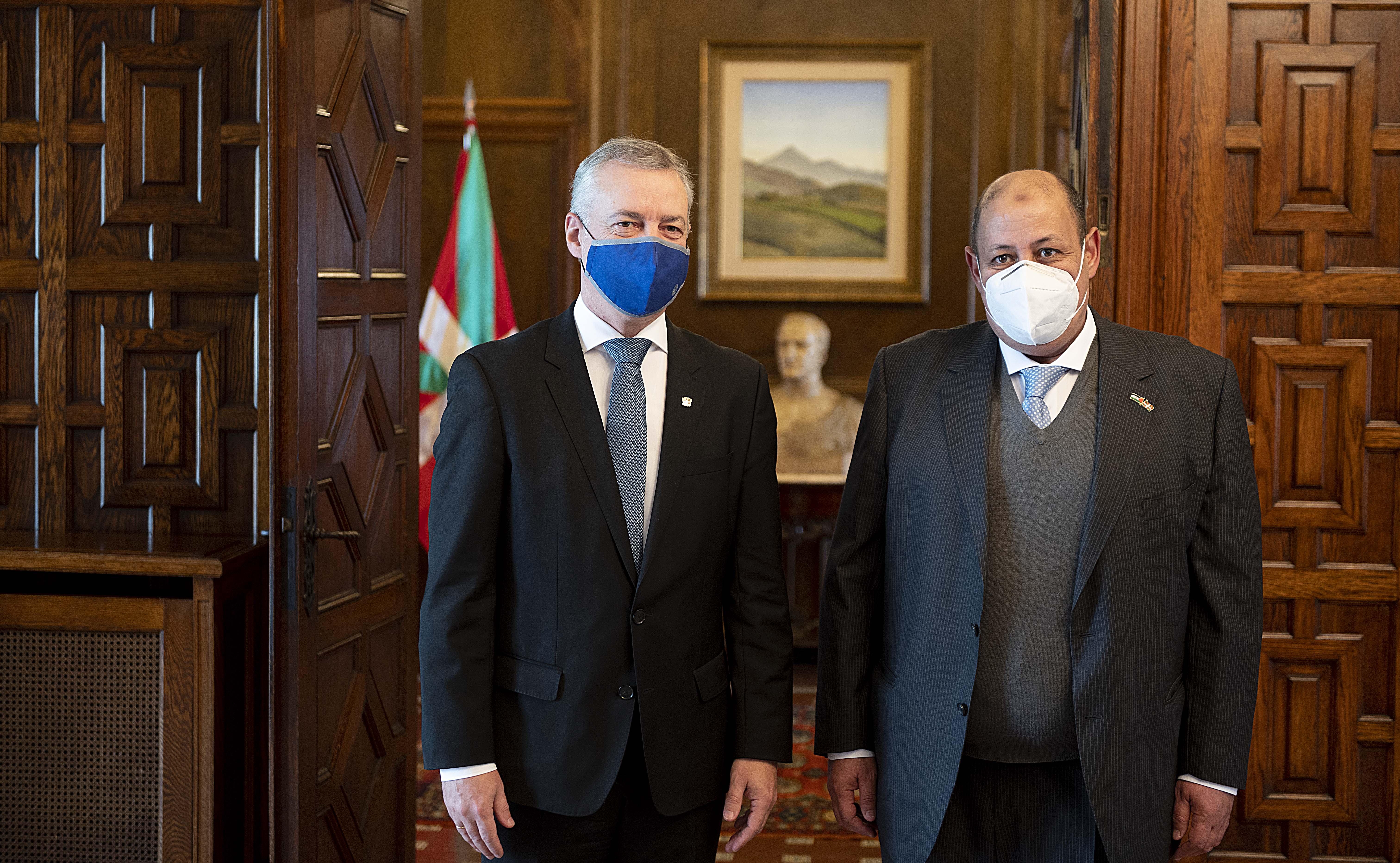 El Lehendakari recibe al Delegado del Frente Polisario en Euskadi [0:58]