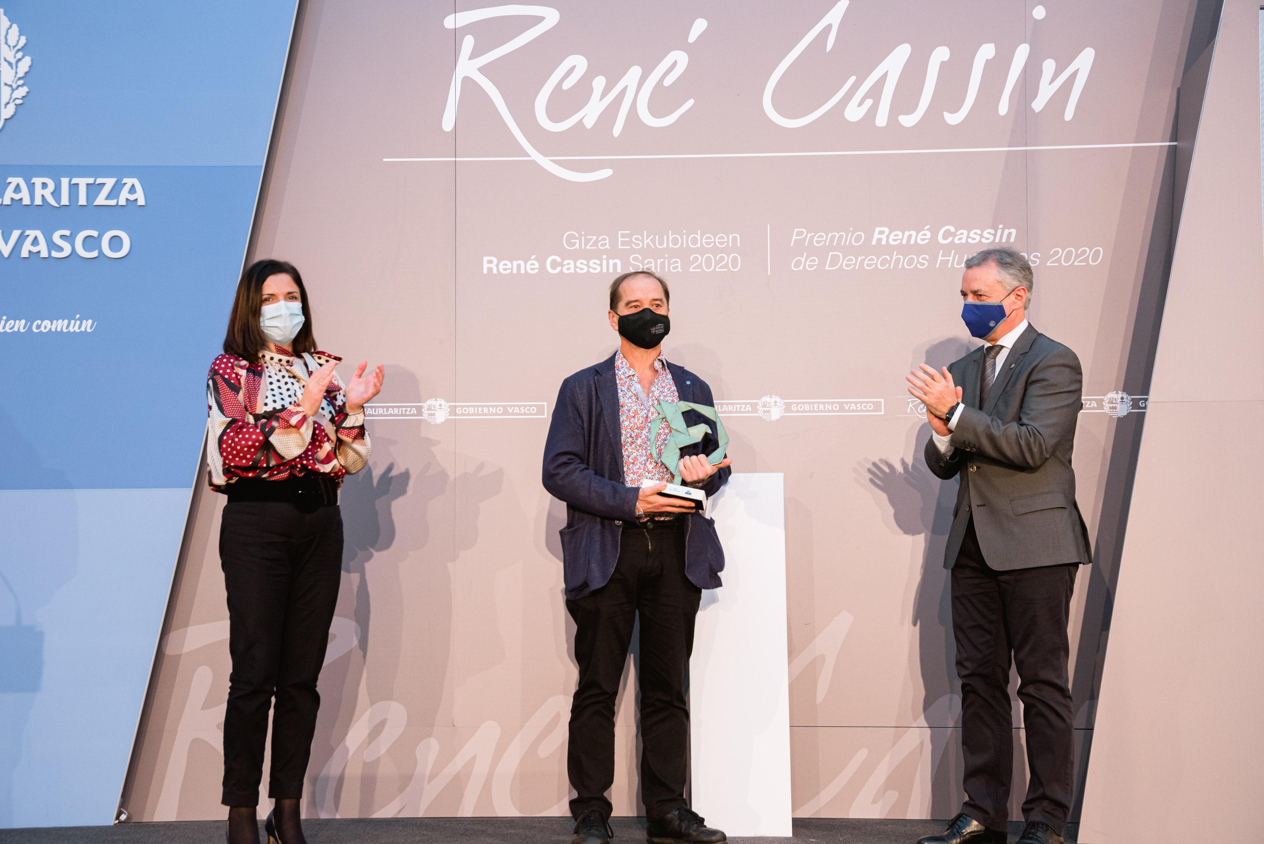 El Lehendakari entrega el Premio René Cassin 2020 a Carlos Martín Beristain por su contribución a la promoción y la defensa de los derechos humanos [50:12]