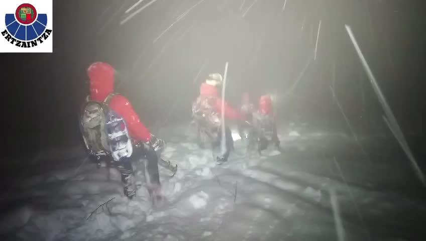 Atxondo, la Ertzaintza rescata a un montañero extraviado en la Sierra del Anboto [0:21]