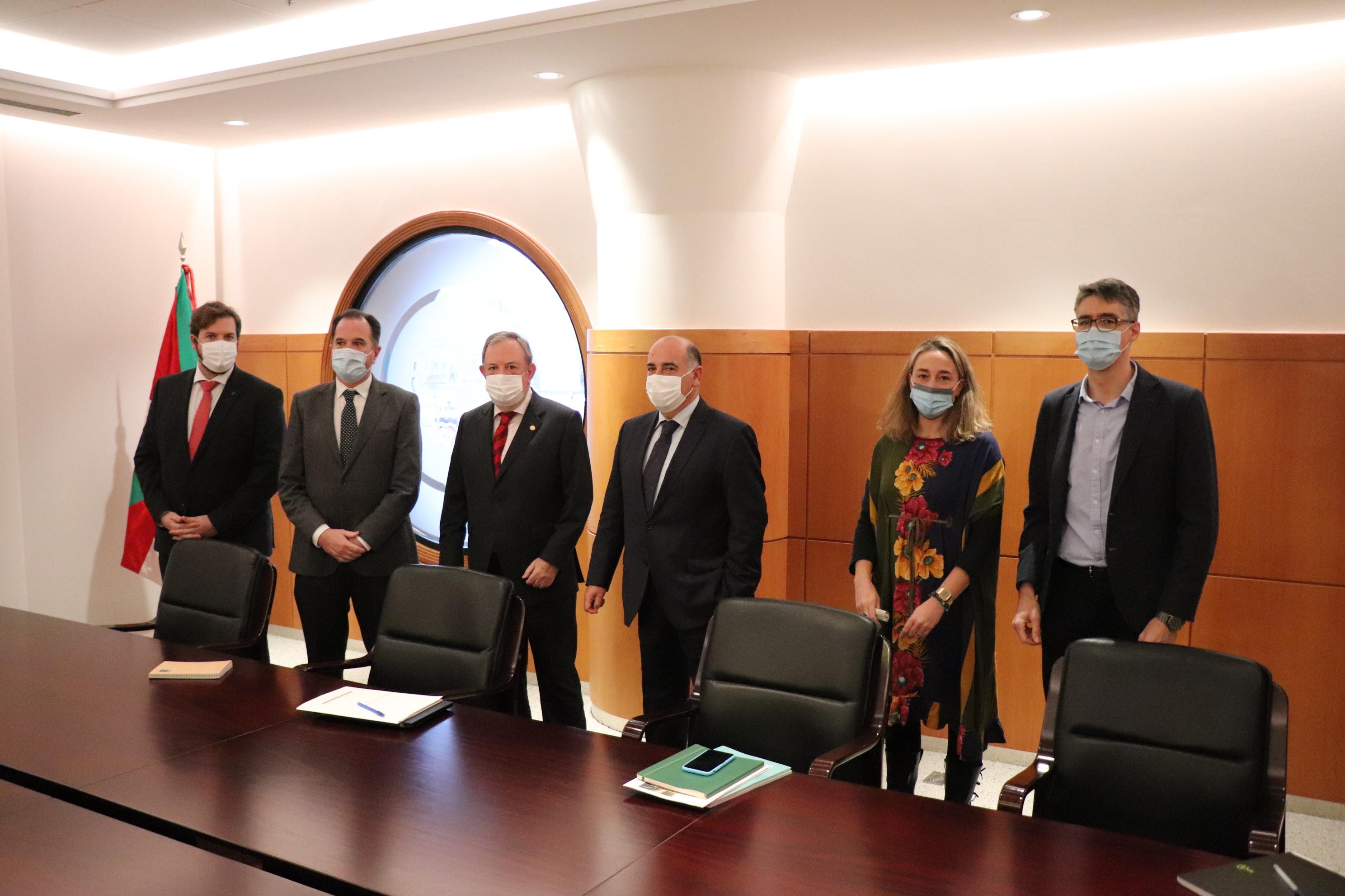 Reunión del Consejero de Economía y Hacienda, Pedro Azpiazu y su equipo con representantes del grupo parlamentario del PP-CS  sobre el Presupuesto de la CAV de 2021 [1:43]