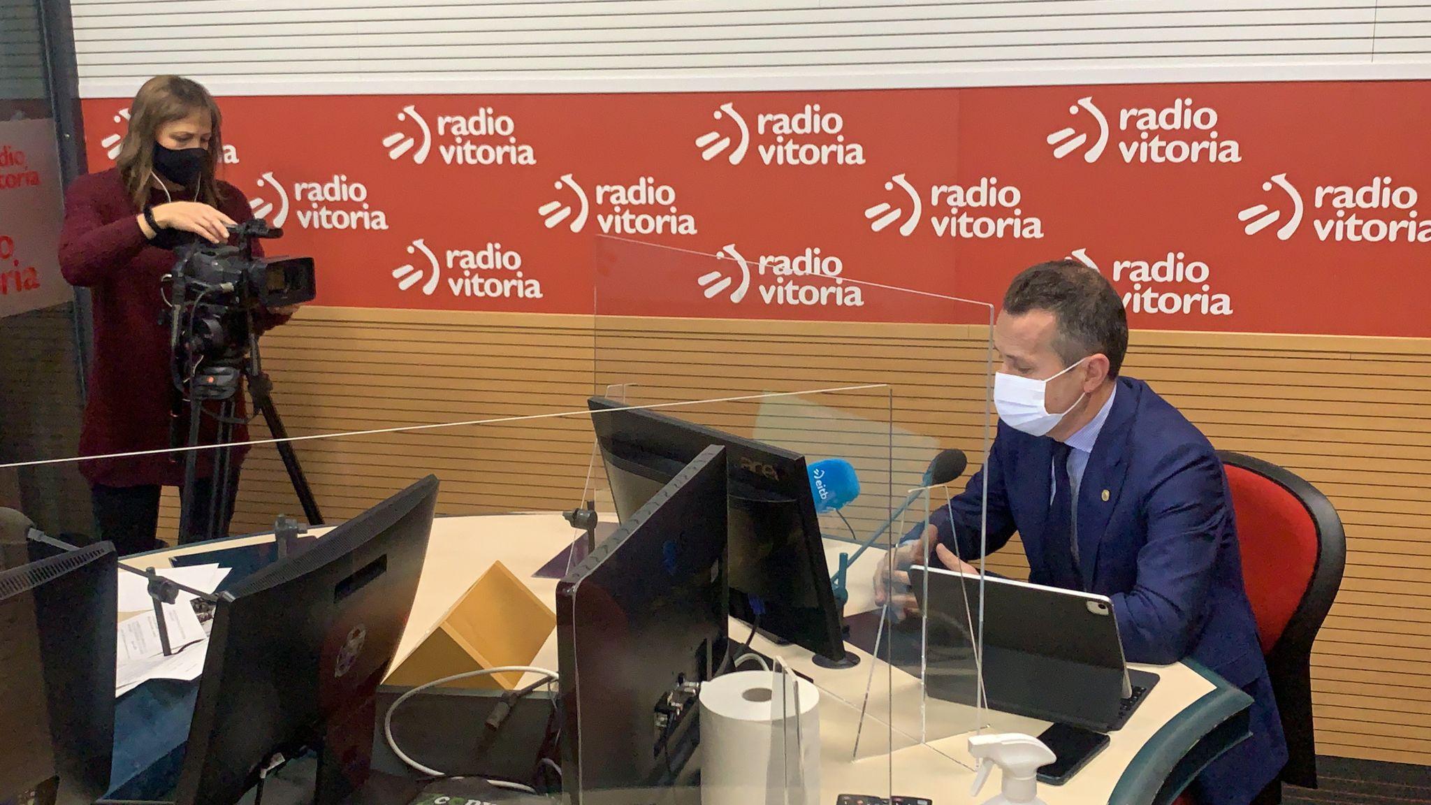 Entrevista a Jokin Bildarratz en Radio Vitoria [31:47]