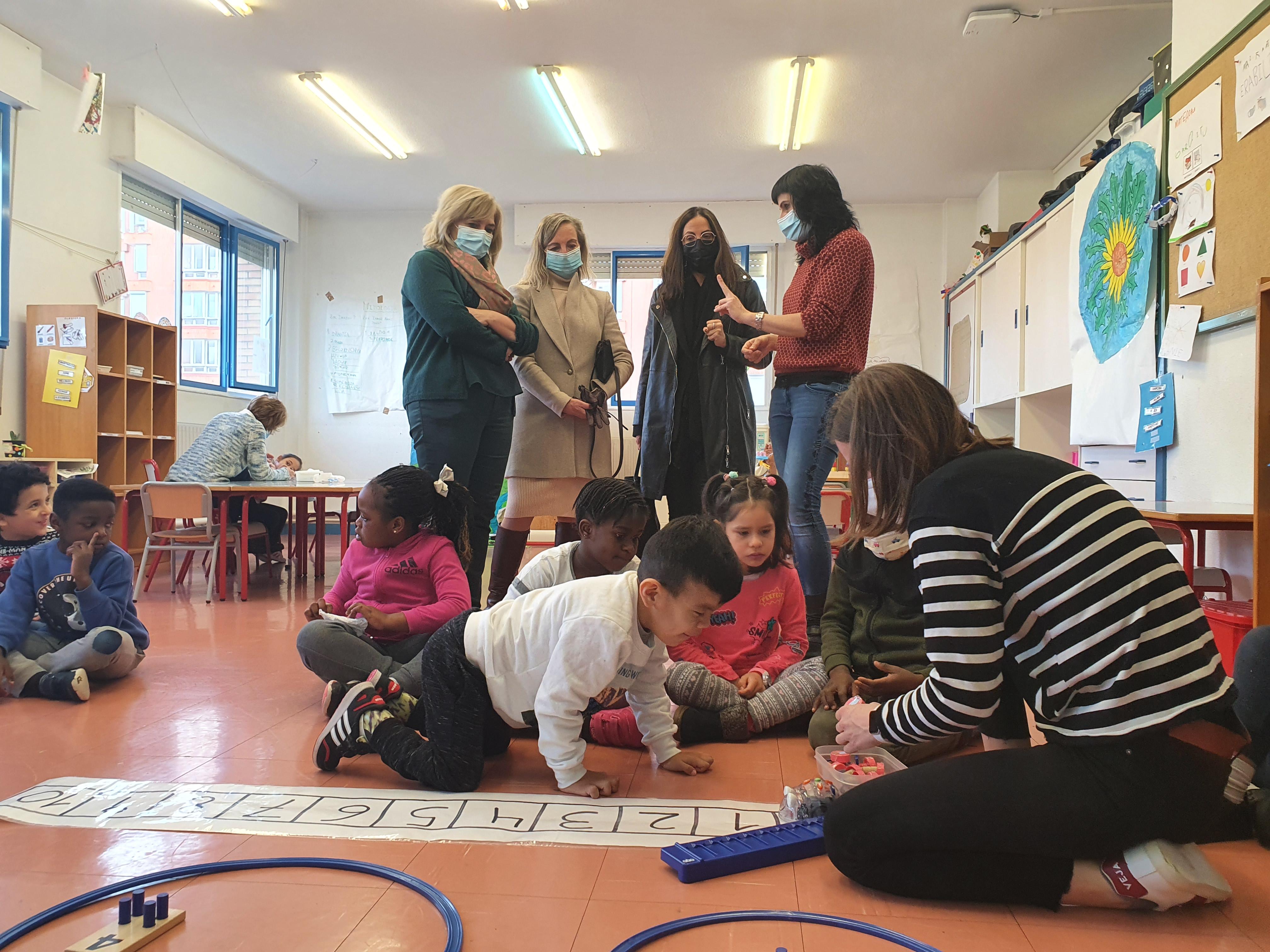 Día Internacional de la Mujer y la Niña en la Ciencia: visita al colegio público San Martín de Vitoria-Gasteiz [8:12]