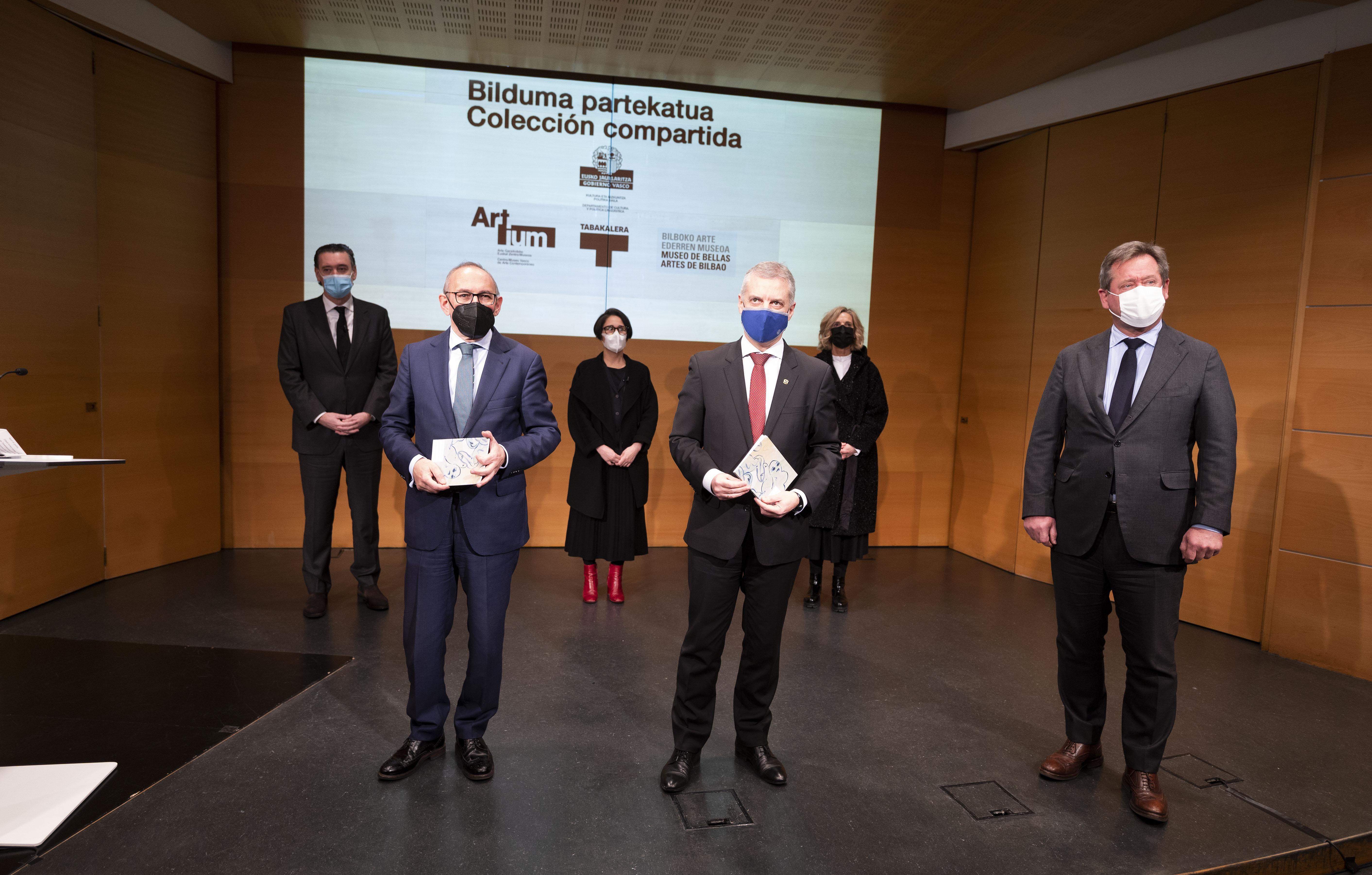 El Lehendakari visita las obras de arte adquiridas gracias a una ayuda del Gobierno Vasco para hacer frente a las consecuencias de la pandemia [7:19]