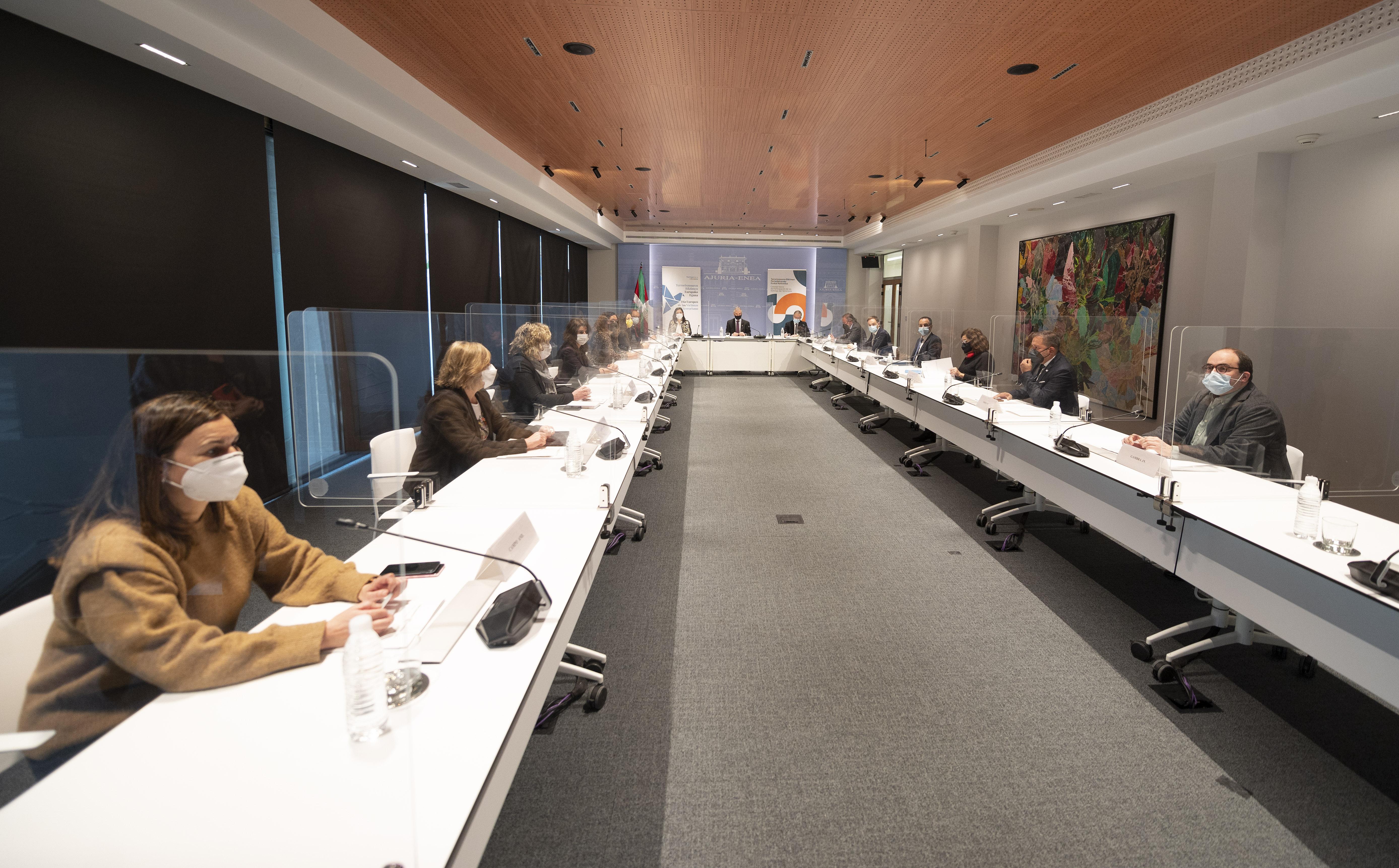 El Lehendakari asiste a la Sesión Extraordinaria del Consejo Vasco de Participación de Víctimas del Terrorismo [1:50]
