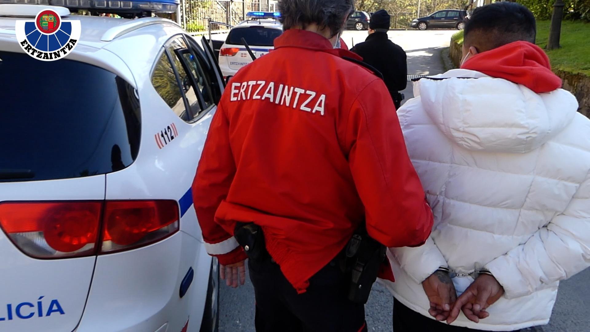 Ertzaintzak lan-esplotazioa helburu zuen nikaraguar jatorriko pertsonen trafikoan ari zen talde kriminal bat desegin du [2:17]