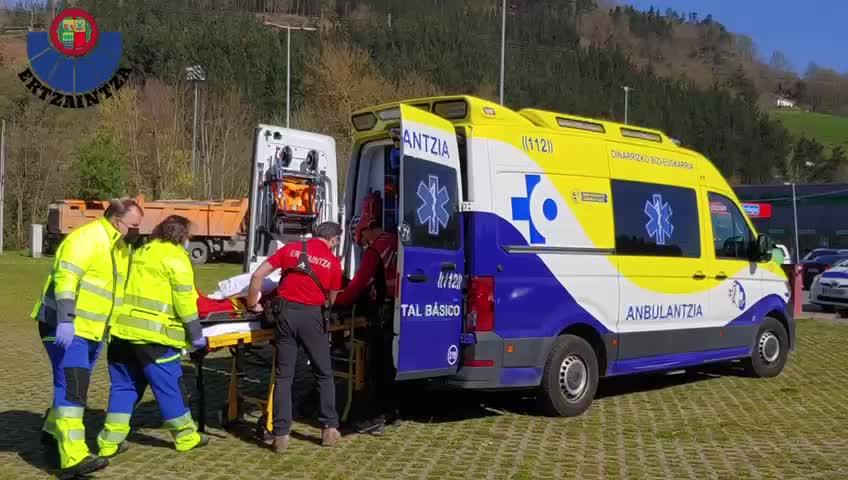 Los servicios de emergencias de Euskadi rescatan a un hombre accidentado en el Monte Kurutzeberri [0:59]