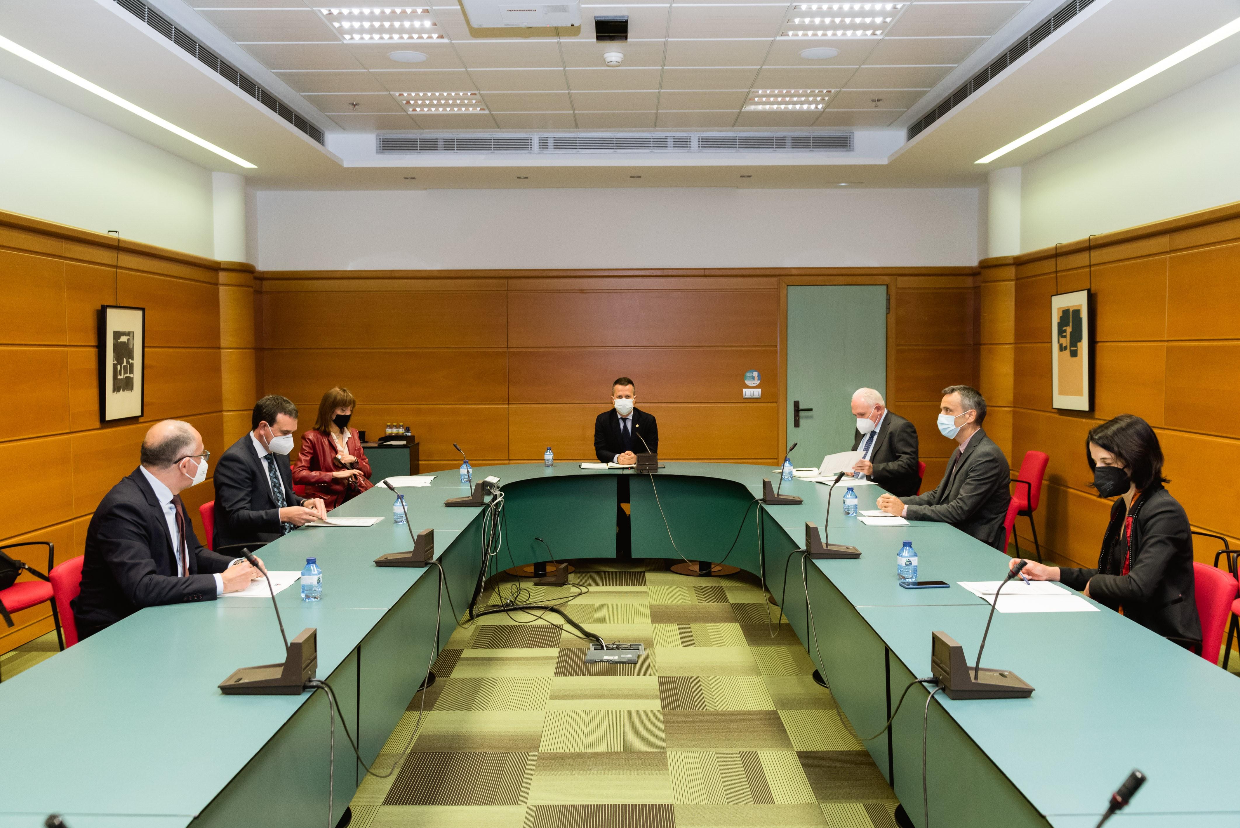 Jokin Bildarratz se reúne con rectora y rectores de las universidades vascas y con Unibasq [20:45]