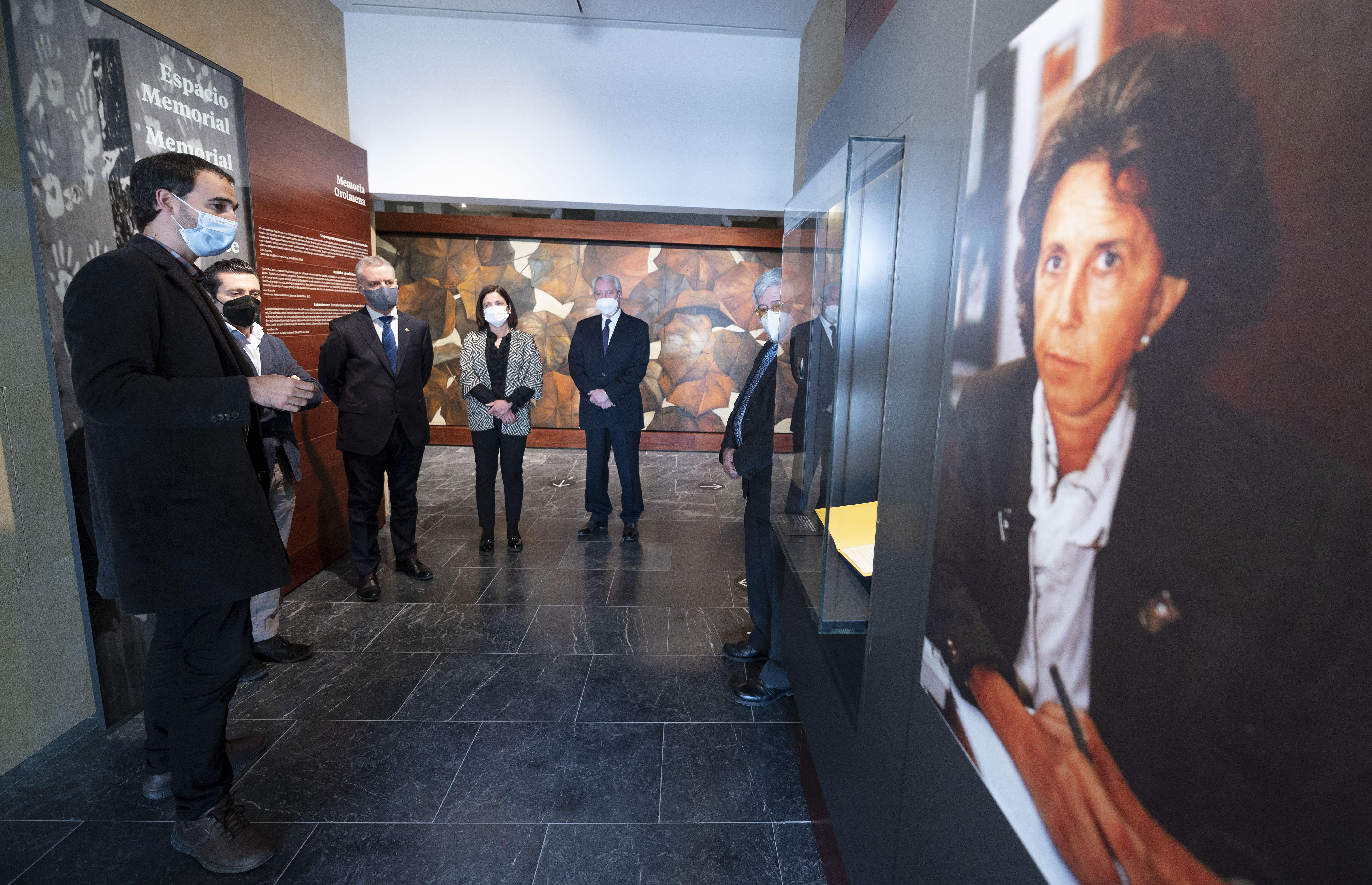 """El Lehendakari visita el """"Centro Memorial de las Víctimas del Terrorismo"""" [1:44]"""