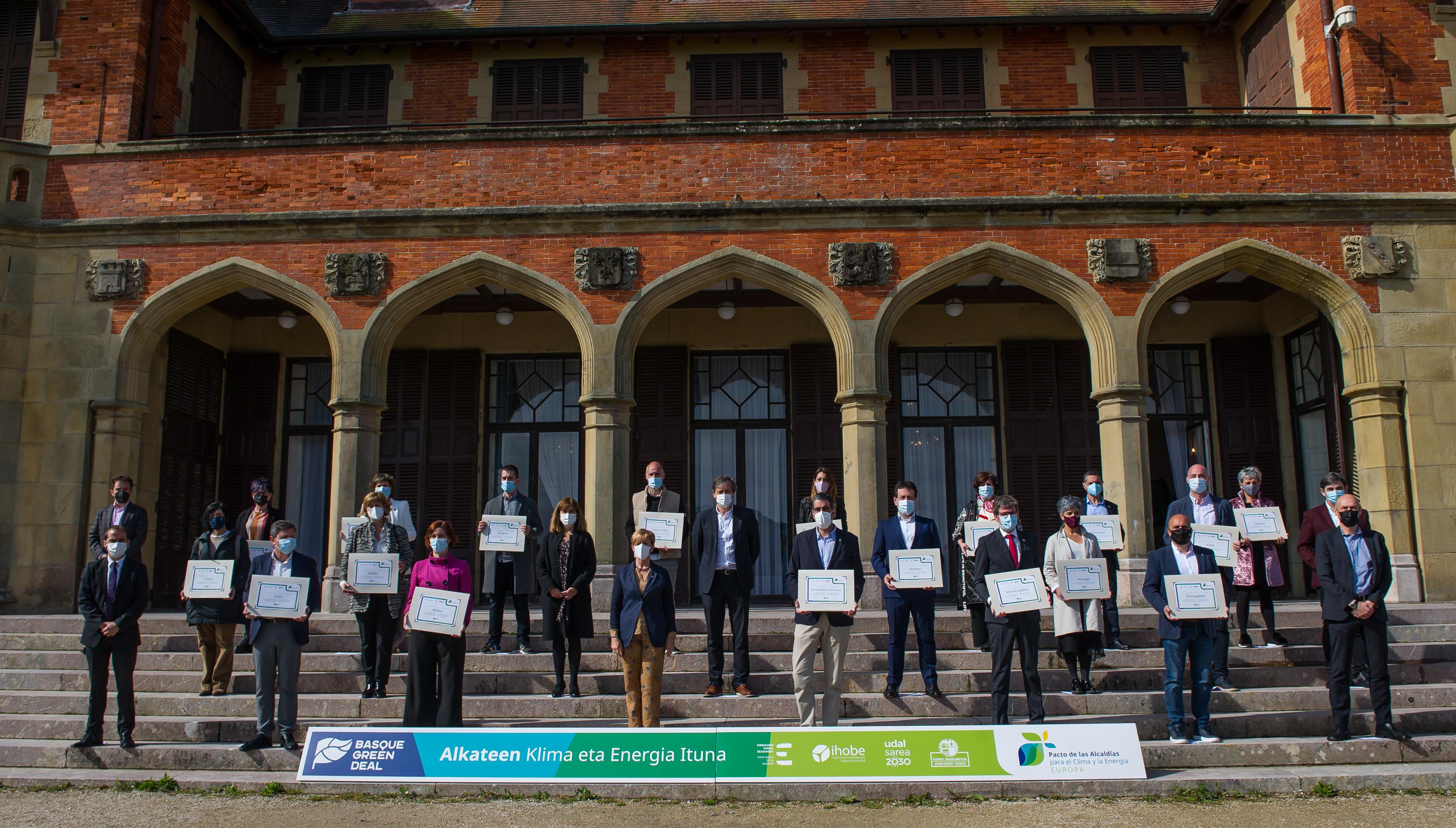 Tapia reconoce el compromiso con la acción climática de 21 ayuntamientos vascos adheridos al Pacto de las Alcaldías para el Clima y la Energía [26:49]
