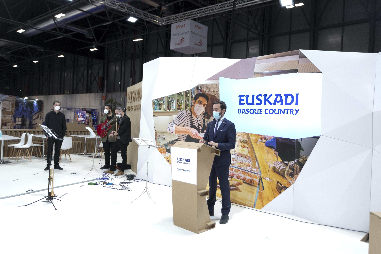 Euskadi inaugura el stand de Fitur en una Feria con un programa enfocado a las empresas del sector y la reactivación turística [4:44]