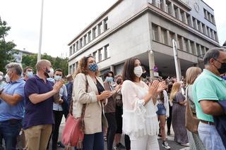 Artolazabal acude al acto de repulsa por la agresión homófoba de Basauri